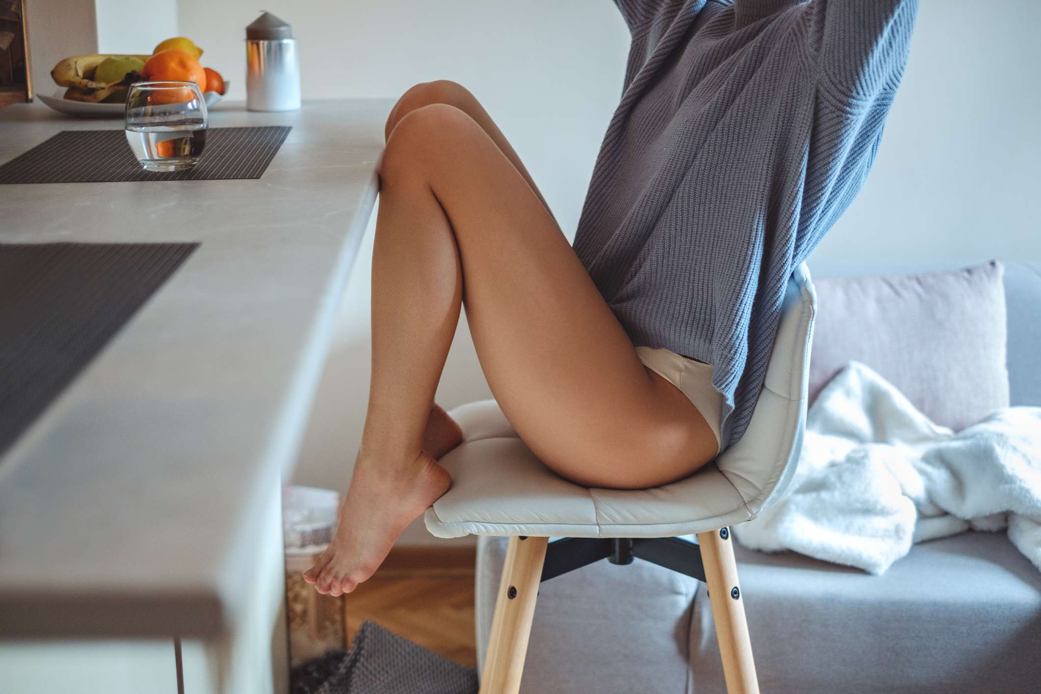 Oticanje nogu može biti uzrokovano dužim stajanjem, ali može biti simptom i mnogih drugih stanja.