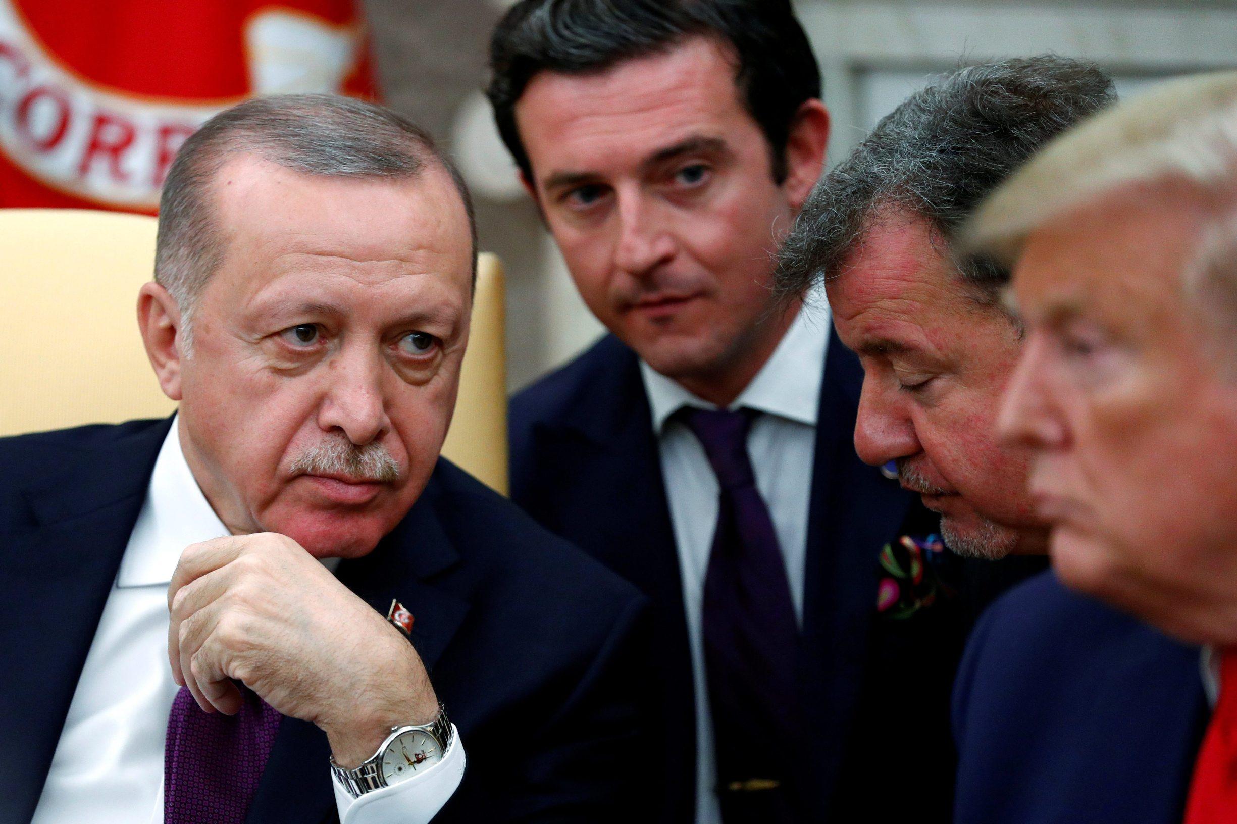 Erdogan prvo traži podršku svih NATO članica u borbi protiv 'svih' terorista na području sjeverne Sirije; na slici: turski predsjednik Recep Tayyip Erdogan (lijevo) u Ovalnom uredu Donalda Trumpa