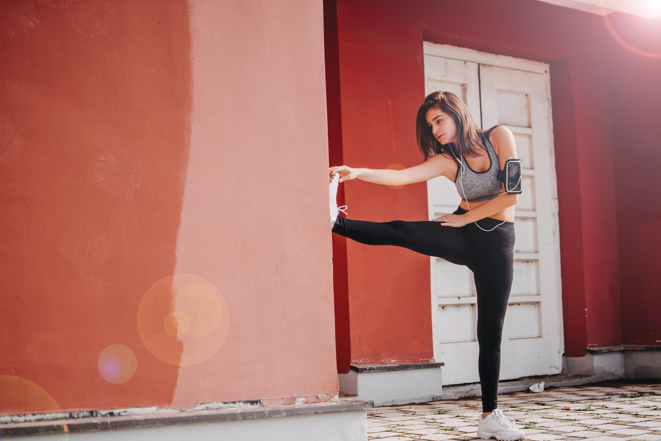 Istezanje može poboljšati pokretljivost zglobova i pomoći trkačima da se opuste nakon trčanja.