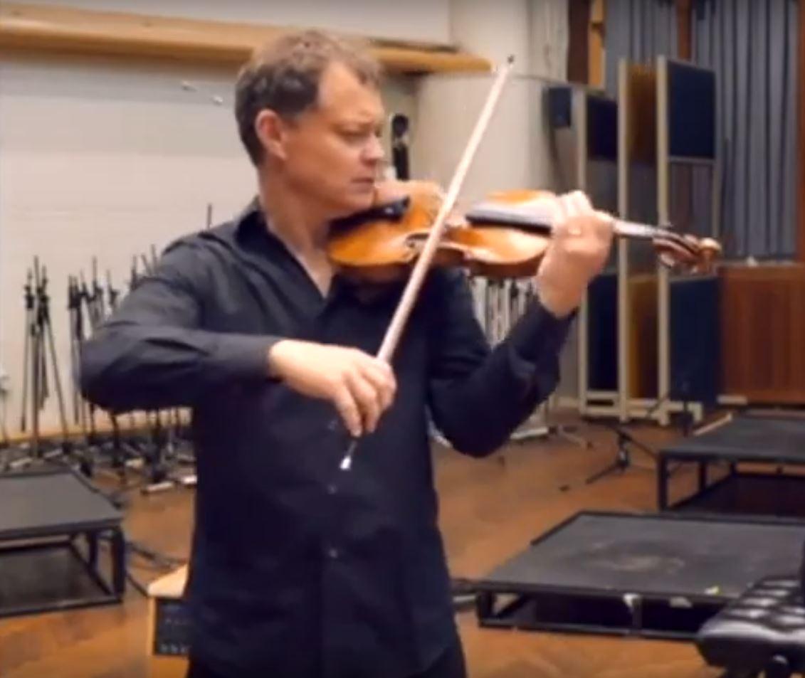 Stephen Morris sa svojom skupocjenom violinom