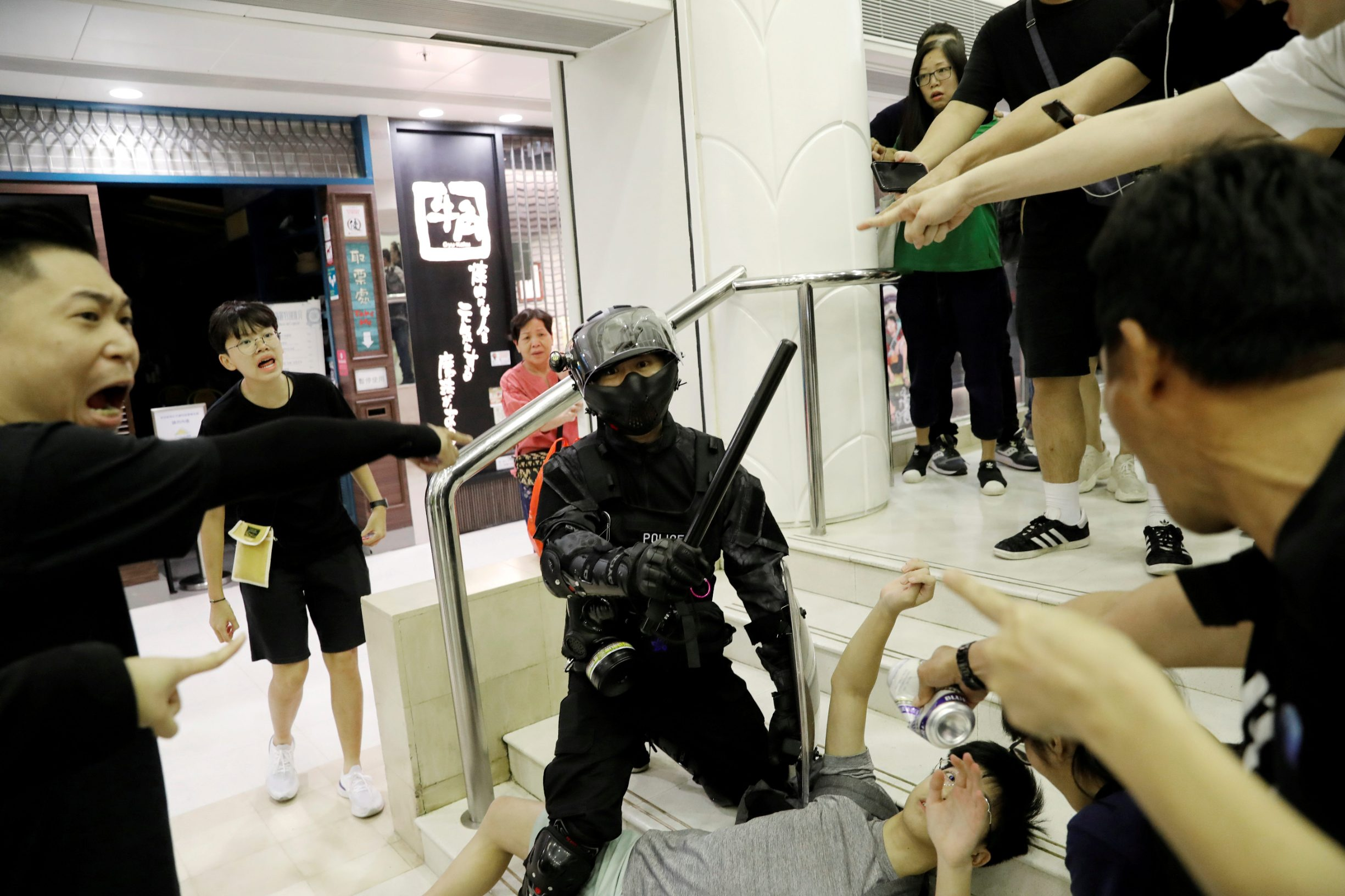 Riot police officer detains a protester at a shopping mall in Tai Po in Hong Kong, China November 3, 2019.  REUTERS/Kim Kyung-Hoon     TPX IMAGES OF THE DAY