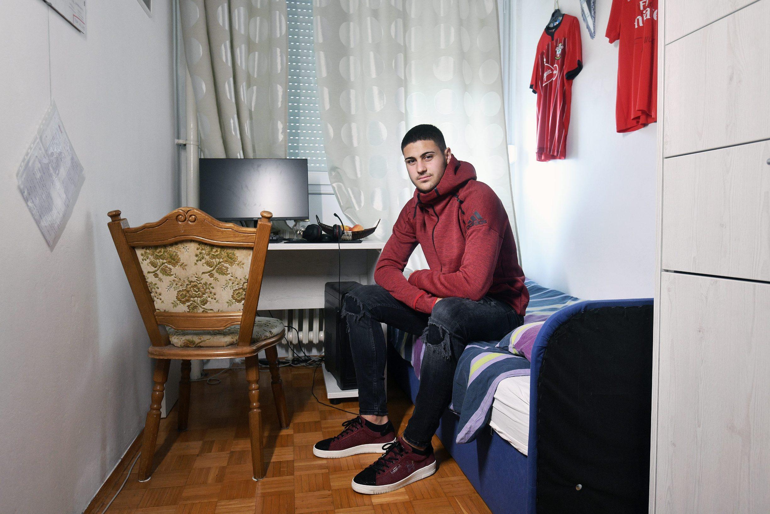 Zagreb, 031119. Josko Gvardiol, igrac GNK Dinama, fotografiran na Srednjacima gdje zivi. Foto: Boris Kovacev / CROPIX