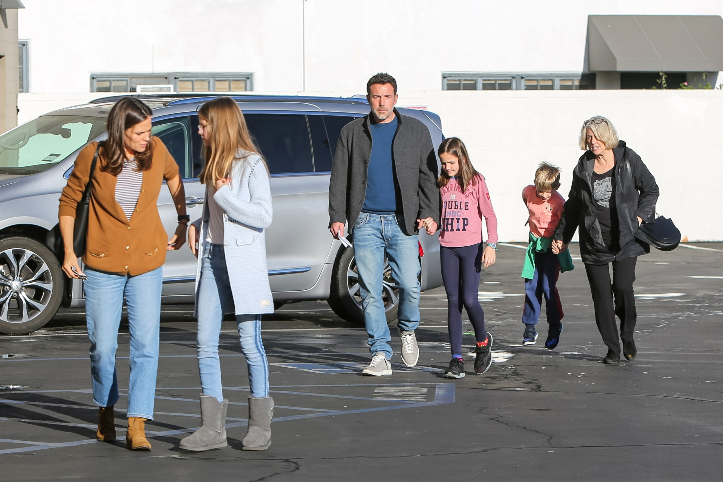 -Los Angeles, CA - 20191127 - Jennifer Garner and Ben Affleck are seen taking their kids to the movies.    -PICTURED: Jennifer Garner, Ben Affleck -, Image: 485252667, License: Rights-managed, Restrictions: , Model Release: no, Credit line: BauerGriffin / INSTAR Images / Profimedia