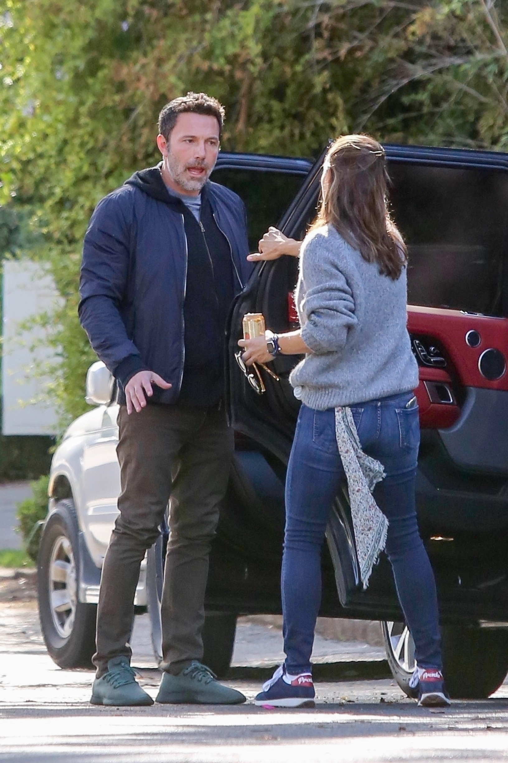 Brentwood, CA  - *EXCLUSIVE* Ex's Ben Affleck and Jennifer Garner have a tense conversation outside her house. The former husband and wife drove away on Ben's Range Rover with Jen on the driver's seat while unhappy Ben hopped in on the passenger's seat.  BACKGRID USA 29 NOVEMBER 2019, Image: 485588443, License: Rights-managed, Restrictions: , Model Release: no, Credit line: BENS / BACKGRID / Backgrid USA / Profimedia