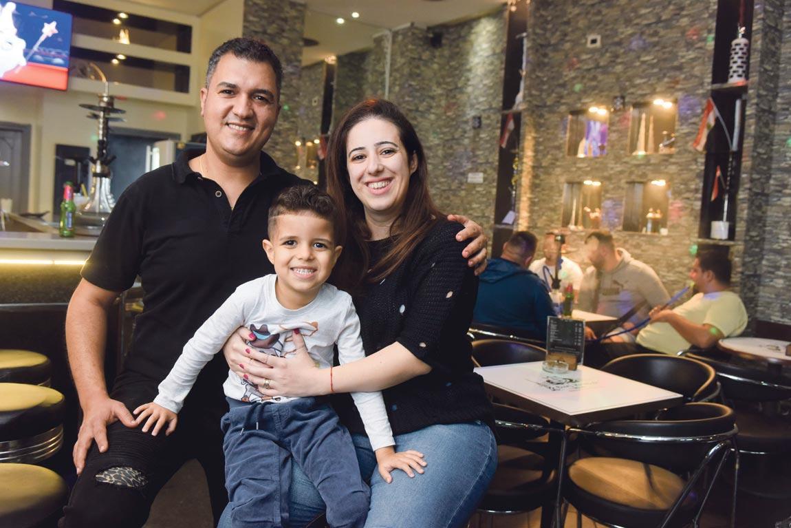 Carol Al Korba i njen suprug Hany Suleiman sa sinčićem  Adelom u Shisha i coffee baru Burj Khalifa u Maksimirskoj ulici u Zagrebu