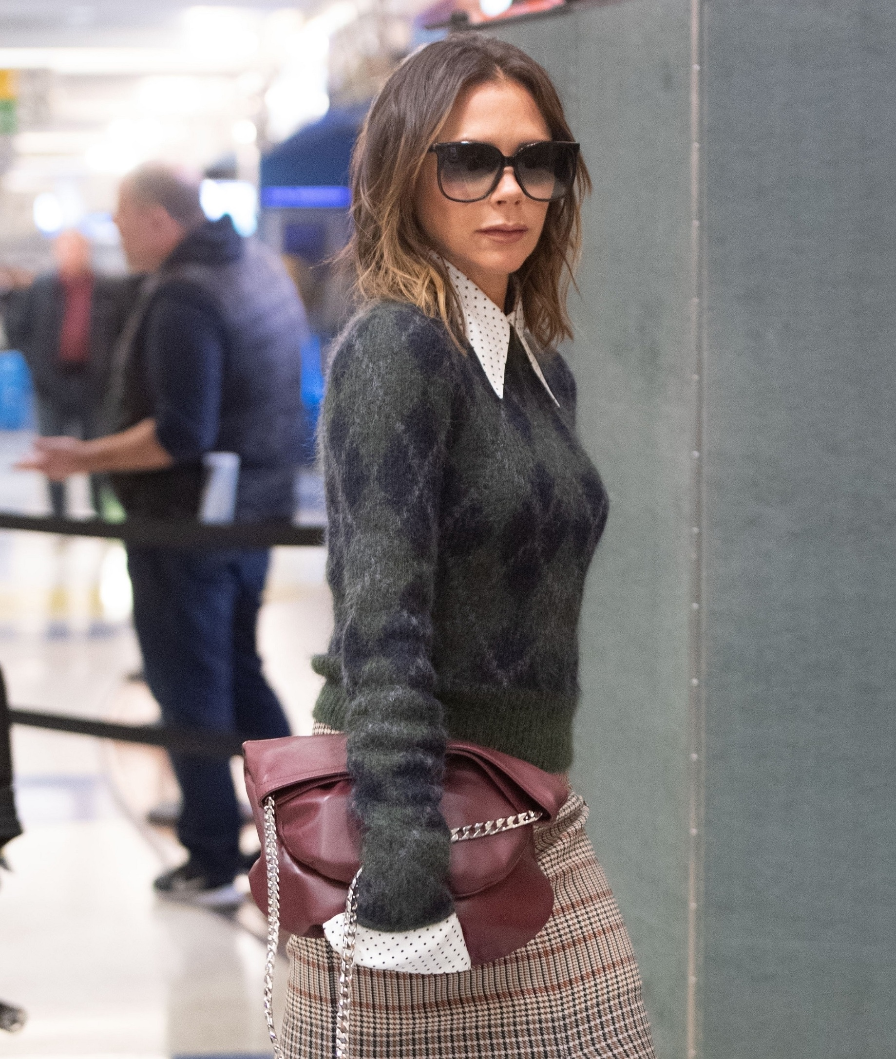 New York, NY  - Victoria Beckham is every bit a fashionista as she lands at JFK airport in NYC.  *UK Clients - Pictures Containing Children Please Pixelate Face Prior To Publication*, Image: 481249950, License: Rights-managed, Restrictions: , Model Release: no, Credit line: BACKGRID / Backgrid USA / Profimedia