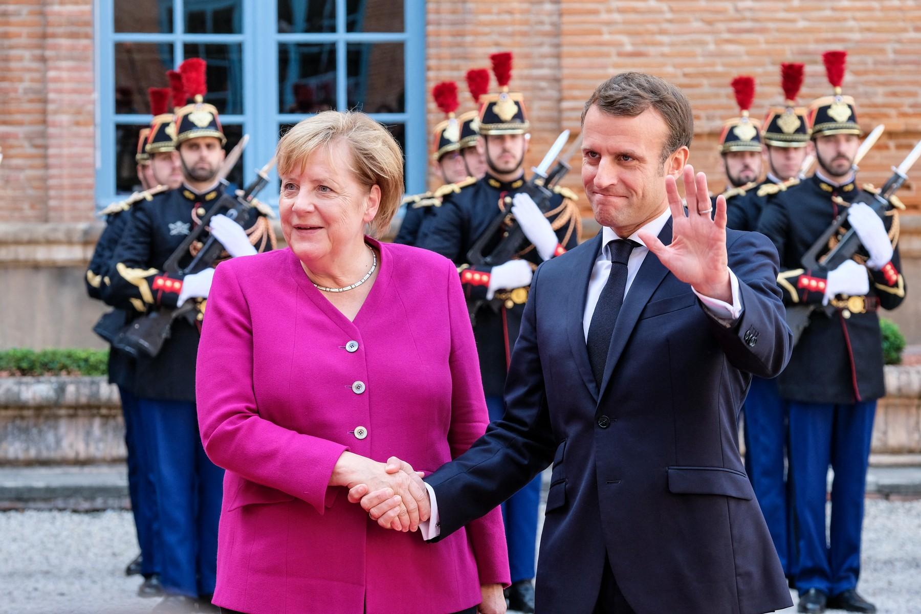 Francuski predsjednik Emmanuel Macron (desno) i njemačka kancelarka Angela Merkel