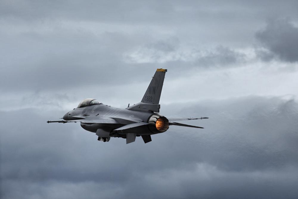 F-16 u letu
