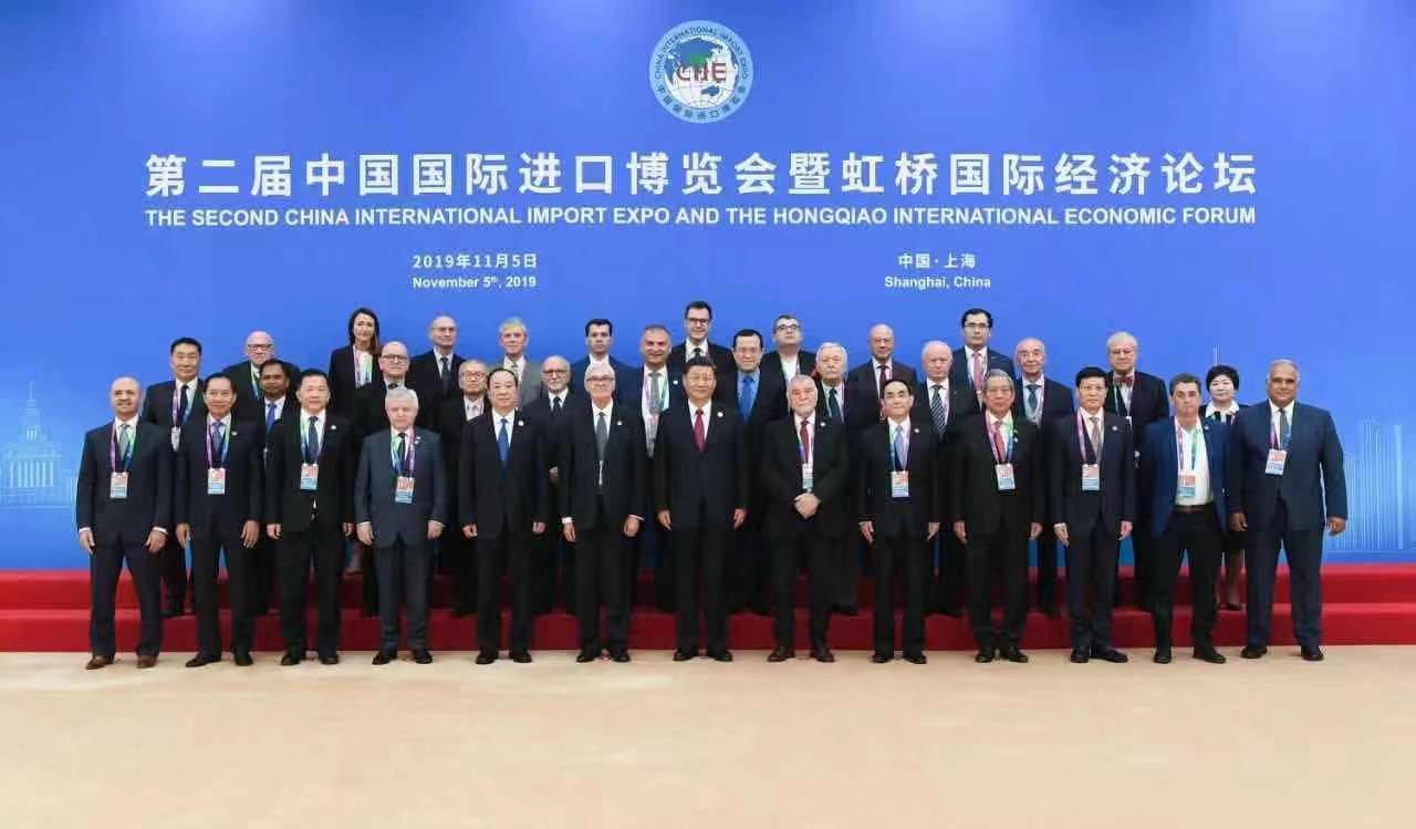 2. Kineski međunarodni uvozni sajam u Šangaju: Zajednička fotografija, Predsjednik NR Kine Xi Jinping i bivši hrvatski predsjednik Stjepan Mesić