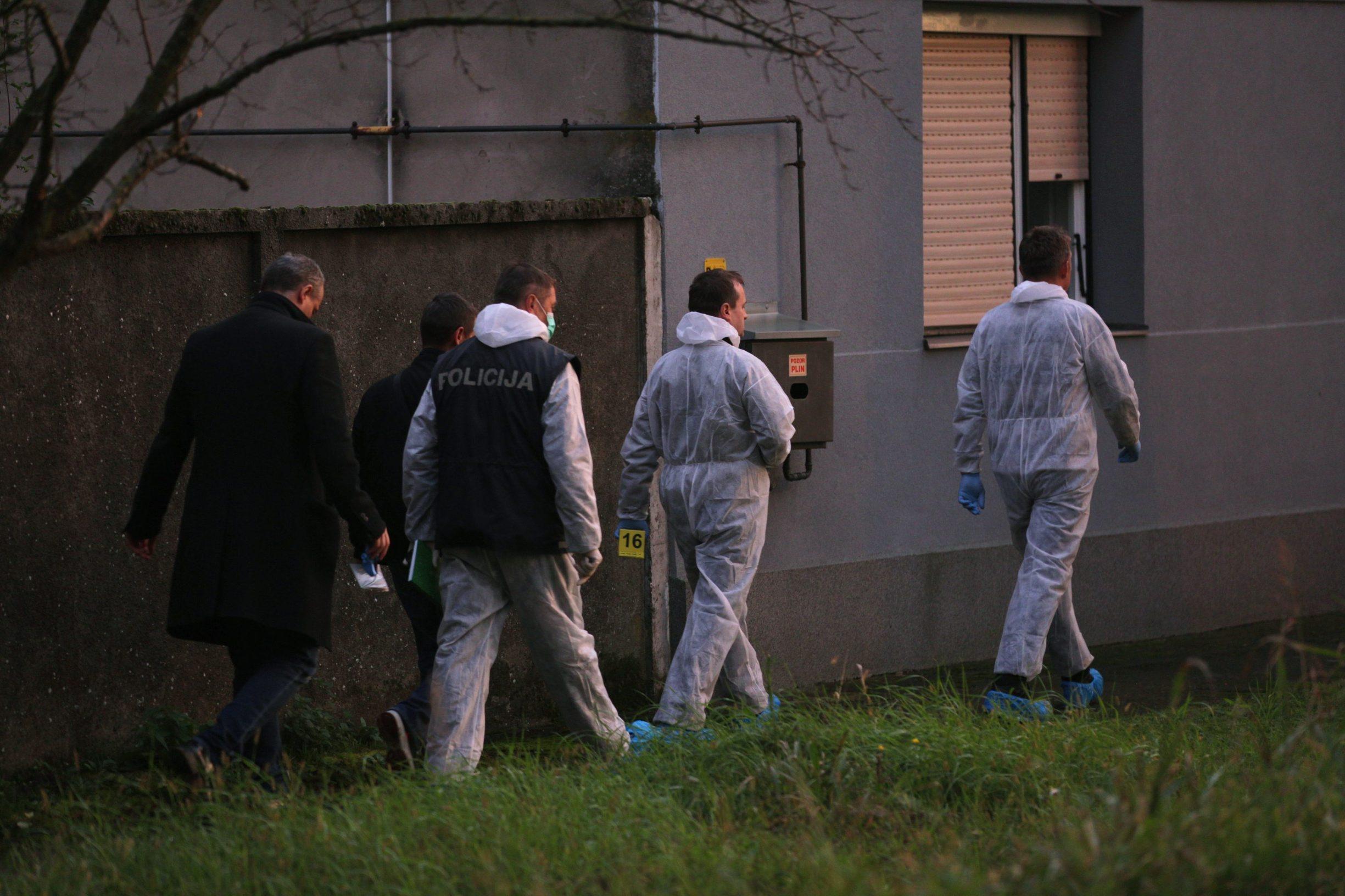 Petrovci, 071119. Tijelo zene nestale prije 4 mjeseca pronadjeno u septickoj jami. Na fotografiji: policijski ocevid. Foto: Vlado Kos / CROPIX
