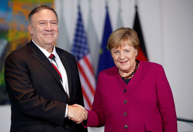 Mike Pompeo i Angela Merkel