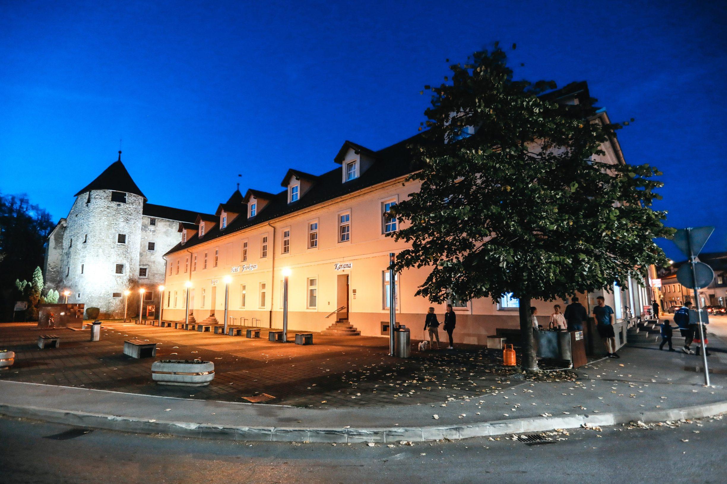 Ogulin, 281019 Reportaza o Ogulinu. Na fotografiji Hotel Frankopan i Frankopanski kastel. Foto: Danijel Soldo / CROPIX