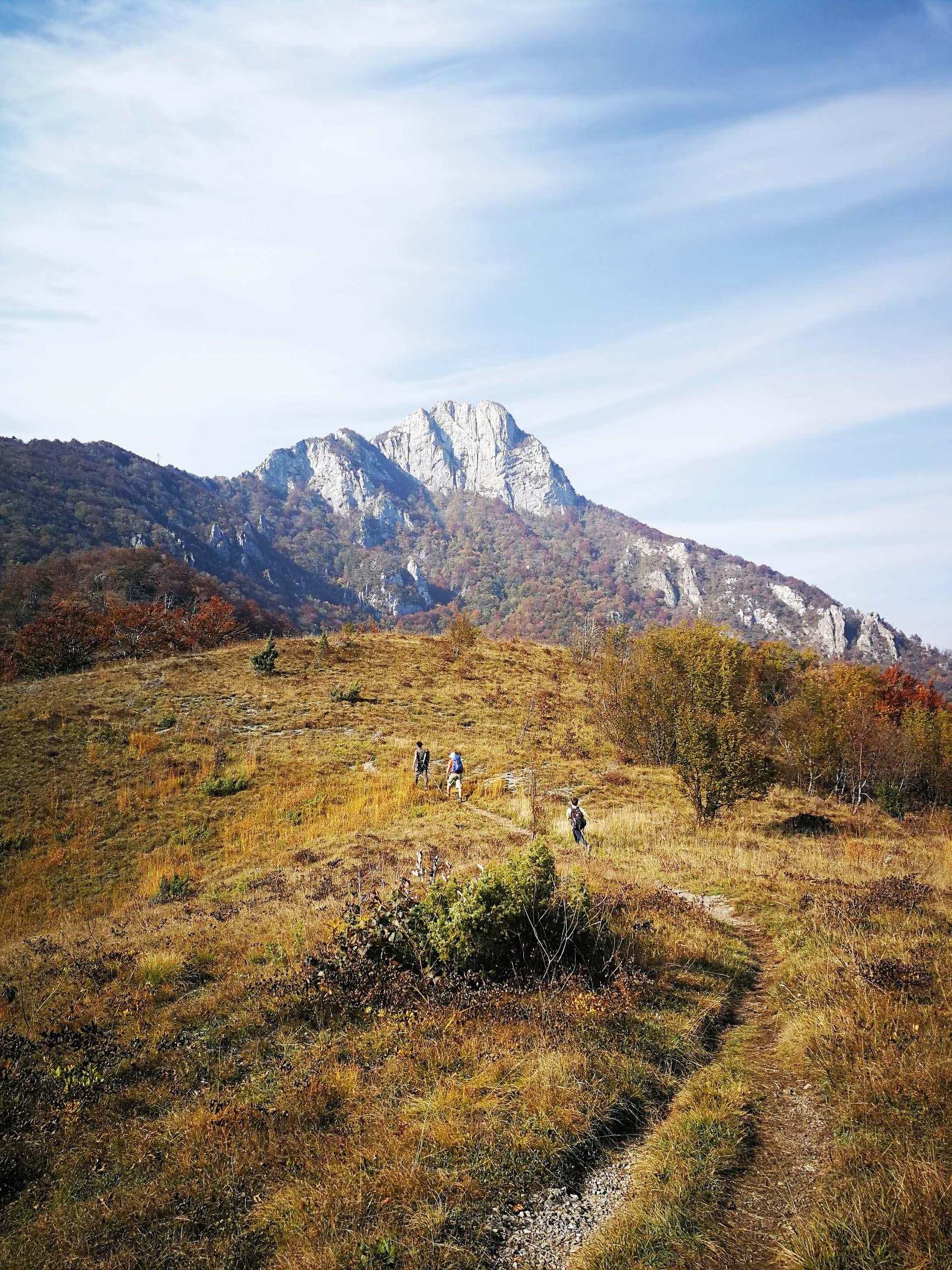 Vršna, 200 metara visoka stjenovita 'glava' Kleka impozantan je prizor iz podnožja planine, s koje se pruža spektakularan pogled na Ogulin