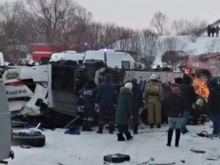 2019-12-01T124234Z_1710387487_RC2CMD9OR0SA_RTRMADP_3_RUSSIA-ACCIDENT-BUS