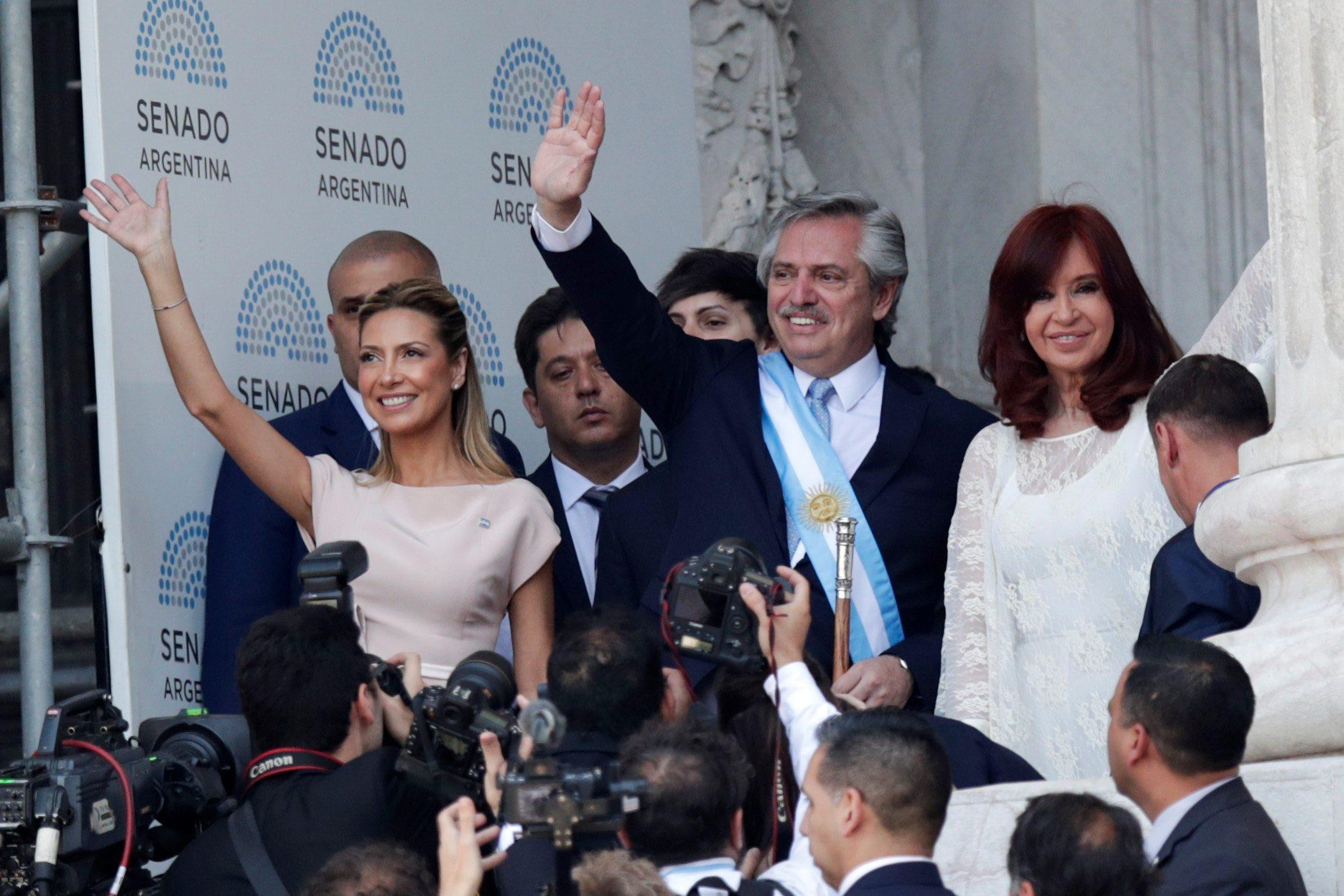 Alberto Fernandez, njegova partnerica Fabiola Yanez (lijevo) i Cristina Fernandez de Kirchner