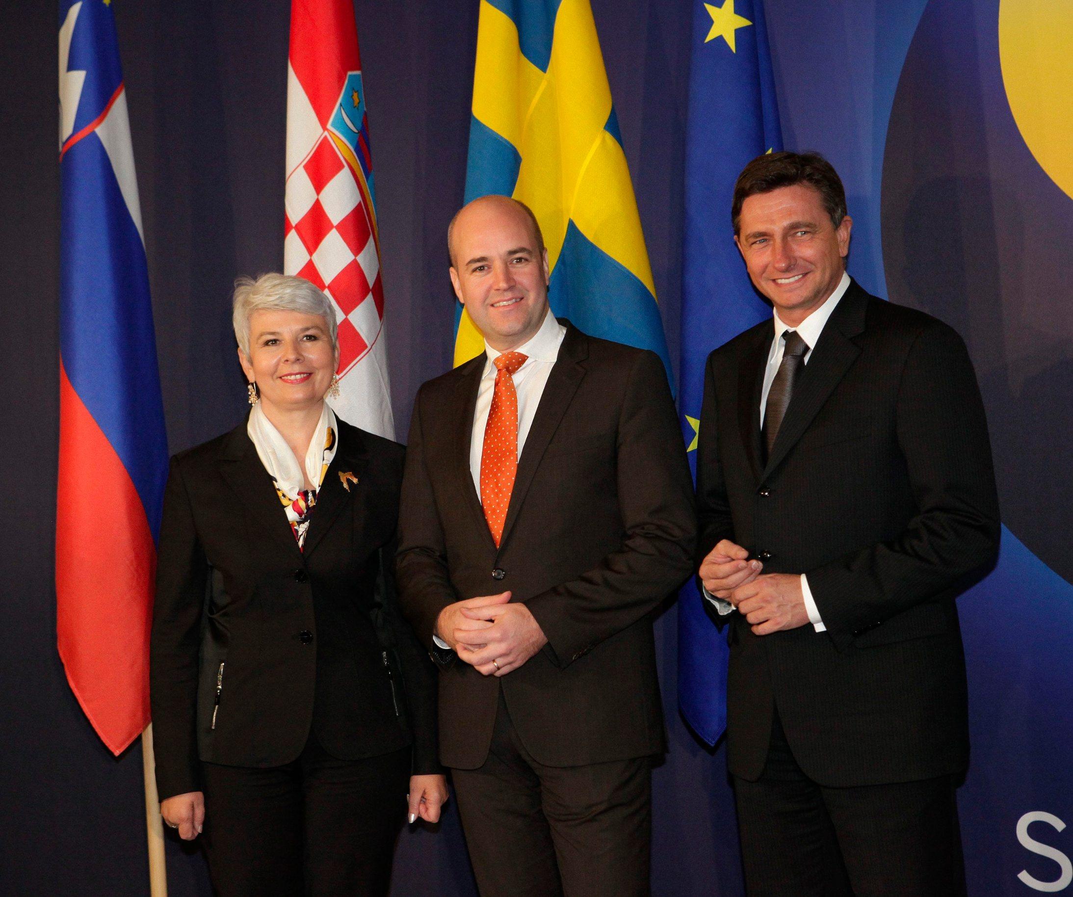 Potpisivanja arbitražnog sporazuma Hrvatske i Slovenije u Stockholmu u studenom 2009. godine. Hrvatska premijerka Jadranka Kosor,  švedski premijer Fredrik Reinfeldt i slovenski premijer Borut Pahor