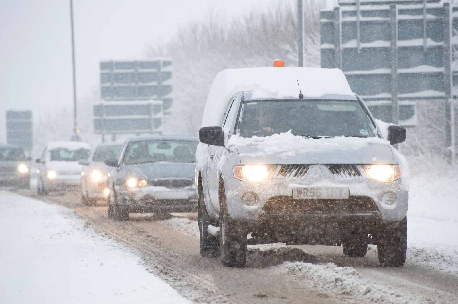 Cars driving along a snow covered road on a winters day in england, Image: 49566418, License: Rights-managed, Restrictions: , Model Release: no, Credit line: Alvey & Towers Picture Library / Alamy / Profimedia