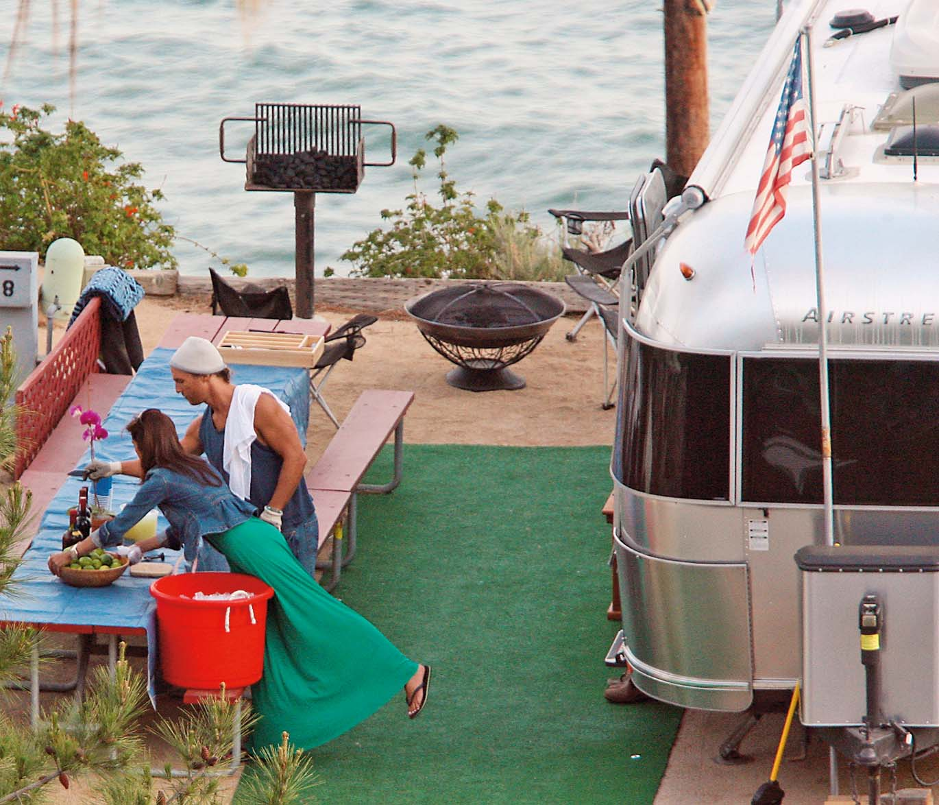 Life's a beach for Matthew McConaughey! Looks like the actor's got a new lady and is ready to celebrate! The new couple spend the morning setting up for a little bbq at Matt's Airstream mobile home in the Malibu Trailer Park. Not jaded by fame and fortune, the down-to-earth McConaughey shows off his muscles for the mystery lady, unloading his truck with all the groceries for the party. Looks like love is in the fresh ocean air!    04/14/2007 --- Matthew McConaughey ---  - 310-395-0500 / Sales: Bill Graham - 310-395-0559, Image: 20858906, License: Rights-managed, Restrictions: , Model Release: no, Credit line: FAME PICTURES / Backgrid USA / Profimedia