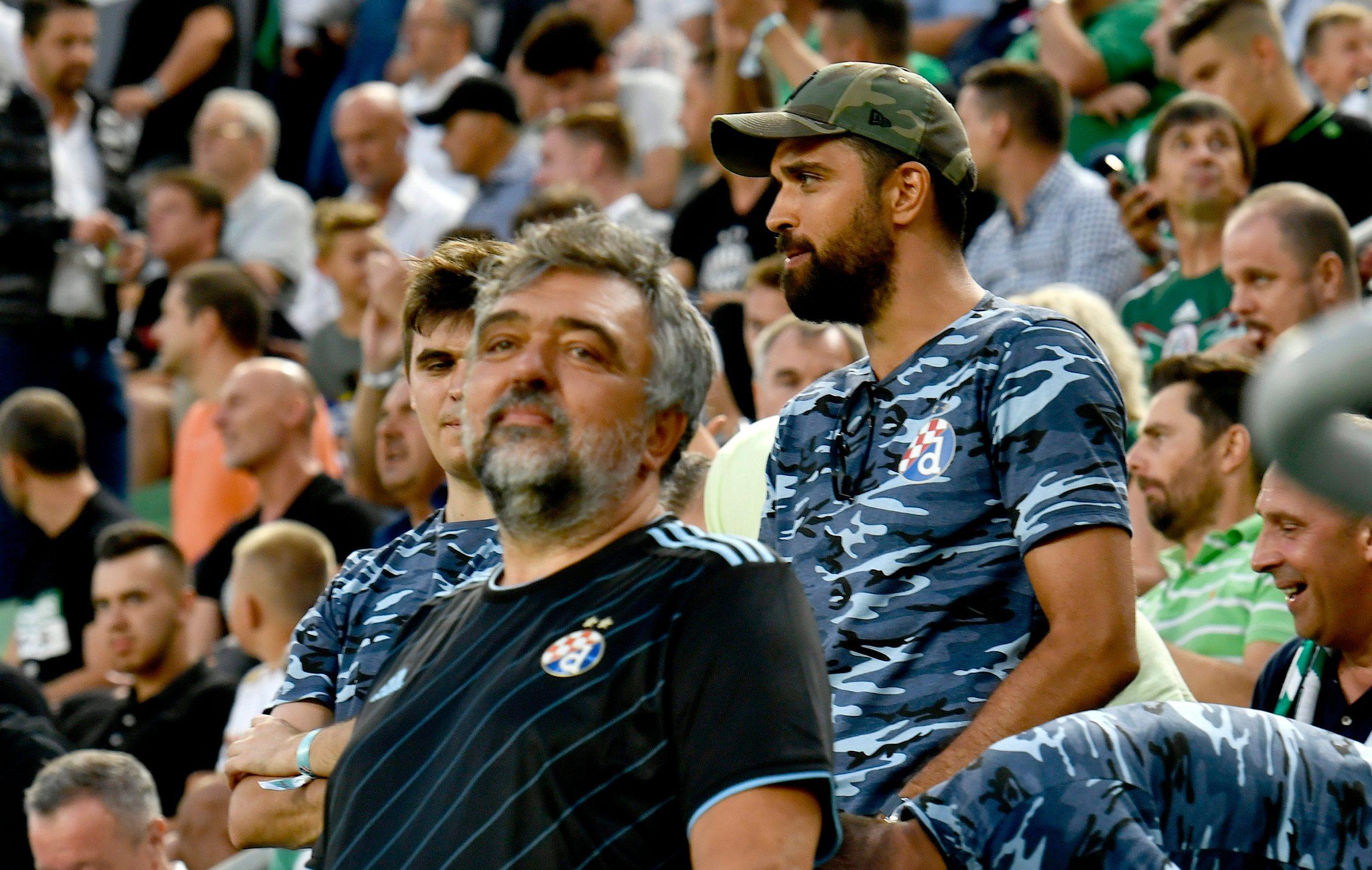 Kruno Simon na tribinama stadiona u Budimpešti bodri Dinamio protiv Ferencvarosa u kolovozu ove godine