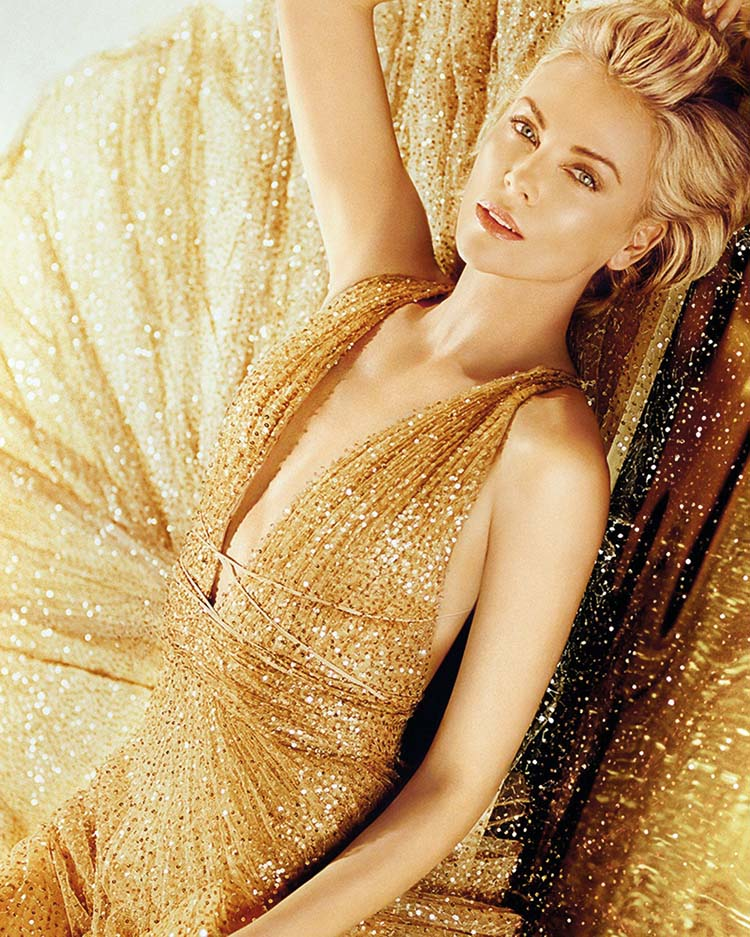 Charlize Theron dans la nouvelle campagne J'adore Dior Charlize Theron is seen in gold for Dior J'adore Holiday 2019 campaign., Image: 484918031, License: Rights-managed, Restrictions: , Model Release: no, Credit line: Dior via Bestimage / Bestimage / Profimedia