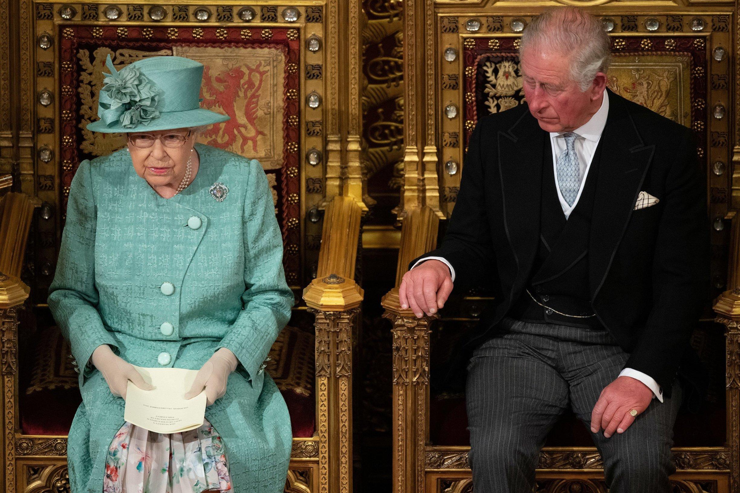Britanska kraljica Elizabeta II pored princa Charlesa tijekom govora u Gornjem domu Parlamenta
