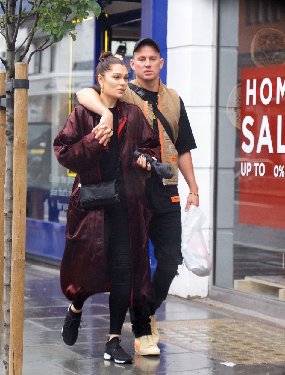 London, UNITED KINGDOM  - *PREMIUM-EXCLUSIVE*  - British Singer Jessie J looks smitten while spotted out with Hollywood actor Boyfriend Channing Tatum in London. The couple looked content together as they run some errands On King's Road in Chelsea in the Rainy Weather.  Jessie J has recently spoken In interviews about wanting to have a Baby with her partner Channing despite being told she will struggle to conceive naturally! *PICTURES TAKEN ON 19/06/2019*  *UK Clients - Pictures Containing Children Please Pixelate Face Prior To Publication*, Image: 450311579, License: Rights-managed, Restrictions: , Model Release: no, Credit line: BACKGRID / Backgrid UK / Profimedia