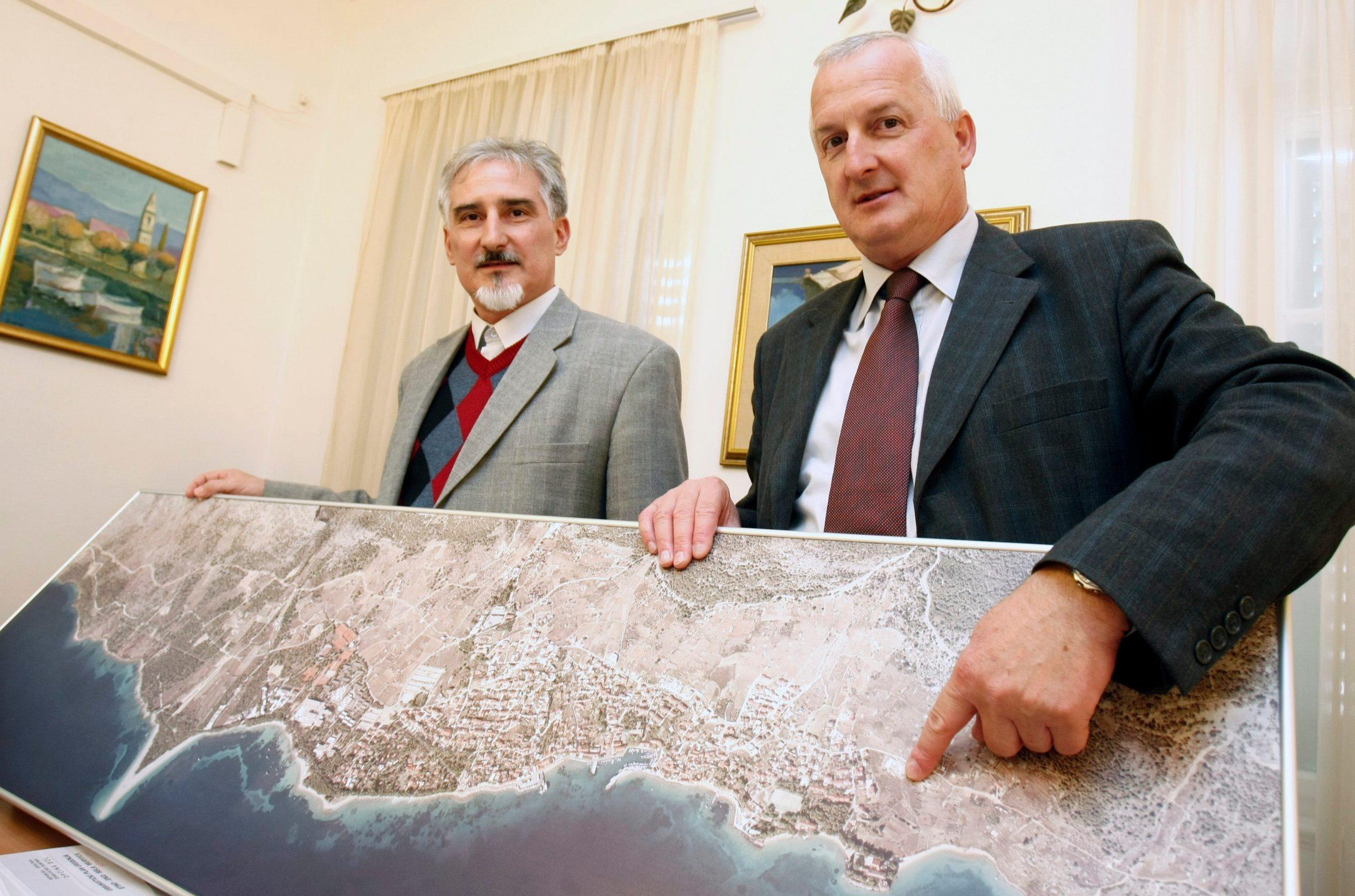 Tihomir Marinković, načelnik općine Bol, i Stipe Karmelić, pročelnik u općini Bol