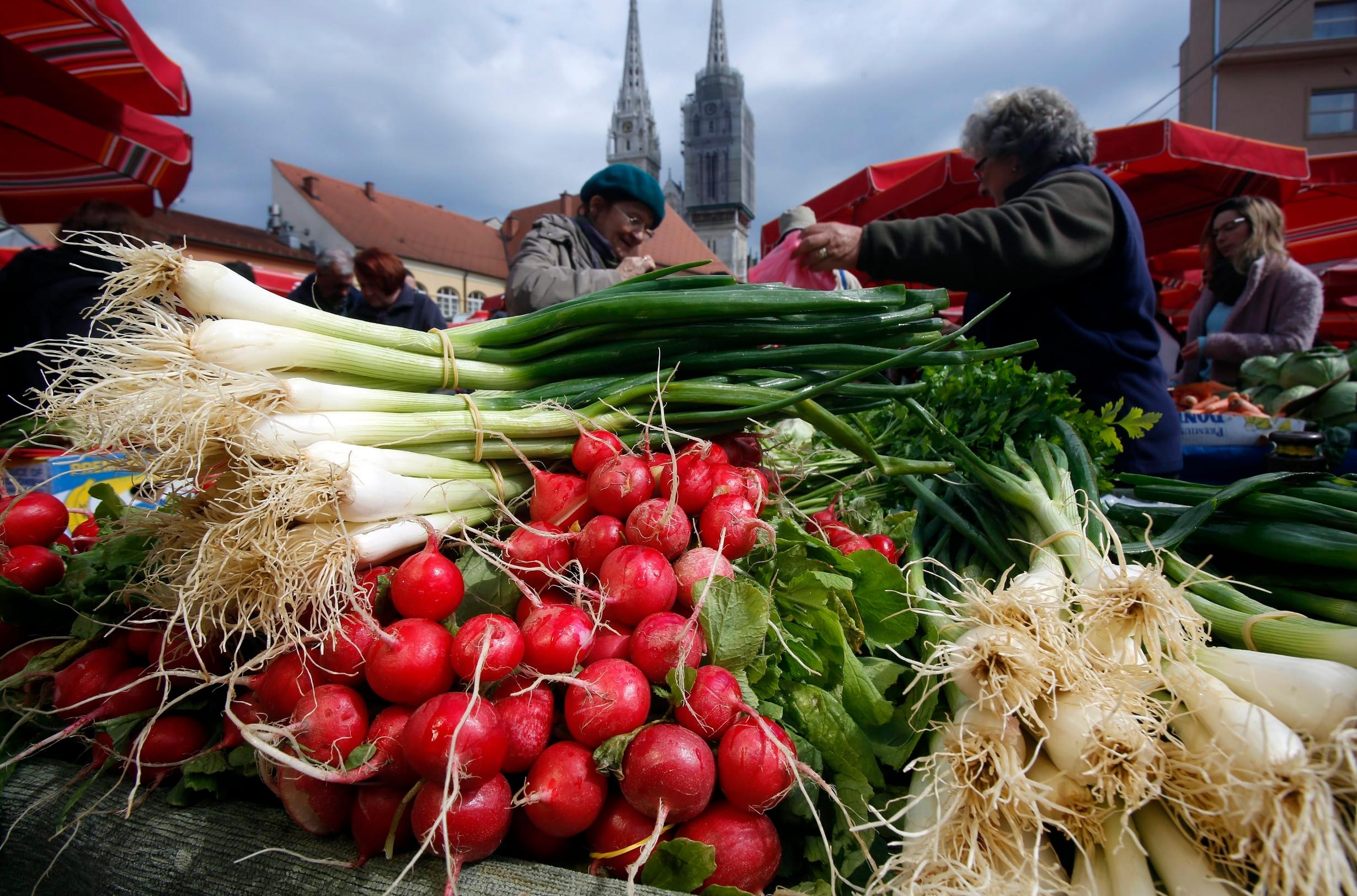 U Hrvatskoj je u lipnju 2019. prihvaćen Plan sprječavanja i smanjenja nastajanja otpada od hrane Republike Hrvatske 2019. – 2022., te se prema tom dokumentu očekuju prve konkretne mjere prema čime će se smanjiti otpad od hrane