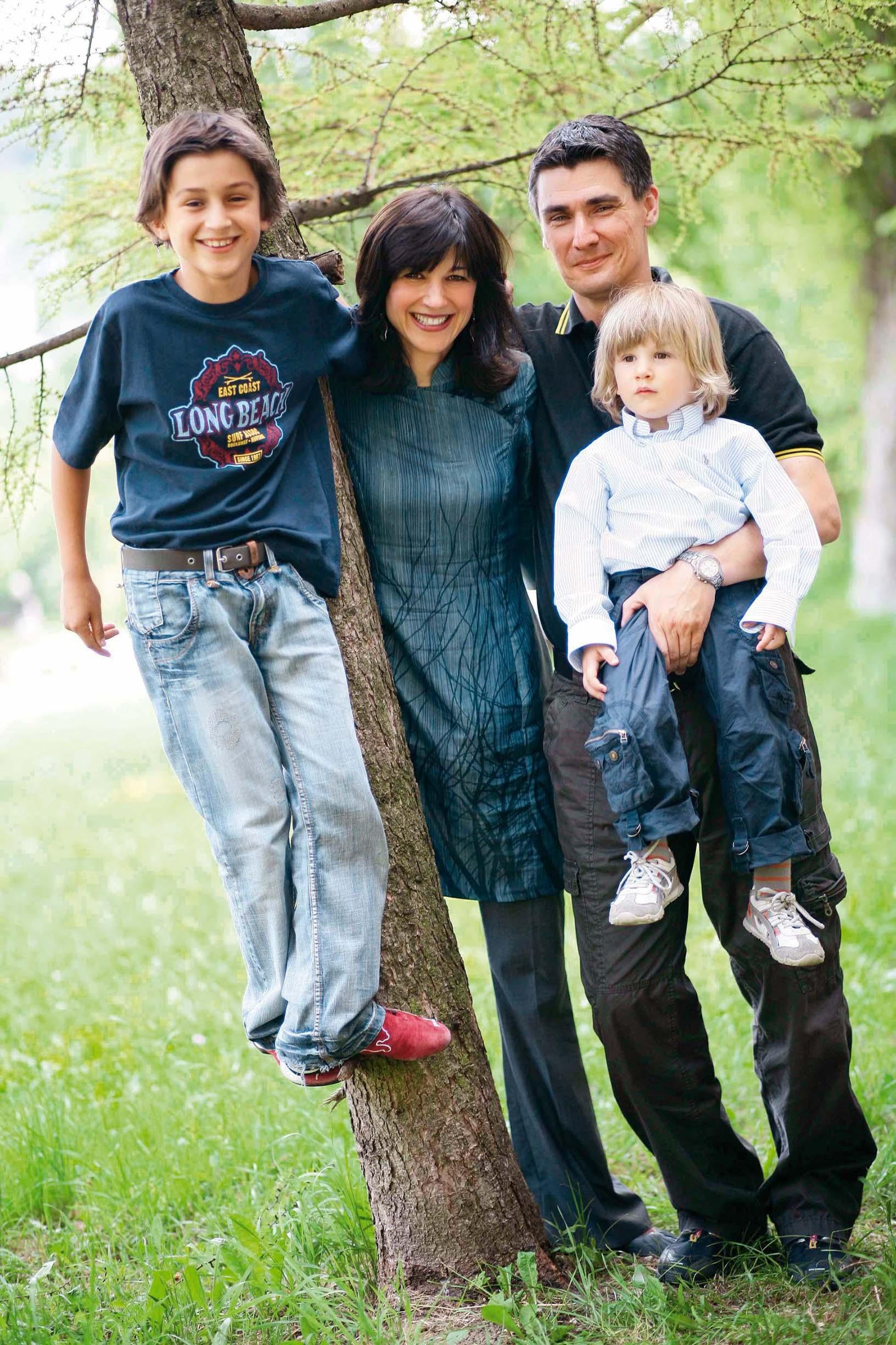zagreb 13.05.2007. zoran milanovic, sa suprugom sanja, sin marko i ante jakov foto vedran peteh