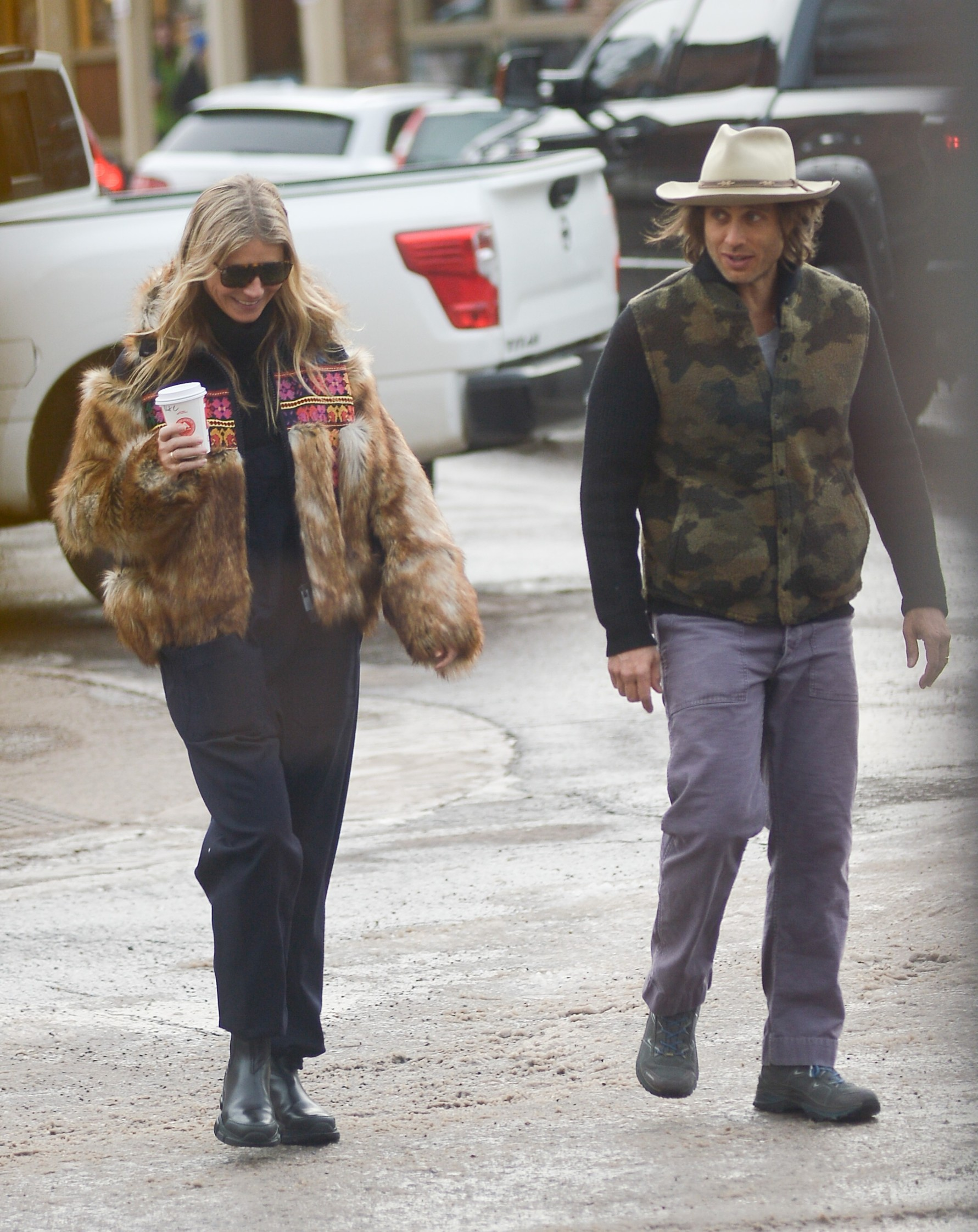 12/22/2019 Gwyneth Paltrow, Apple Martin, and Brad Falchuk head out for some shopping in Aspen, Colorado. The 47 year old actress wore a patterned fur coat, black trousers, and black boots., Image: 489468526, License: Rights-managed, Restrictions: NO usage without agreed price and terms. Please contact sales@theimagedirect.com, Model Release: no, Credit line: TheImageDirect.com / The Image Direct / Profimedia