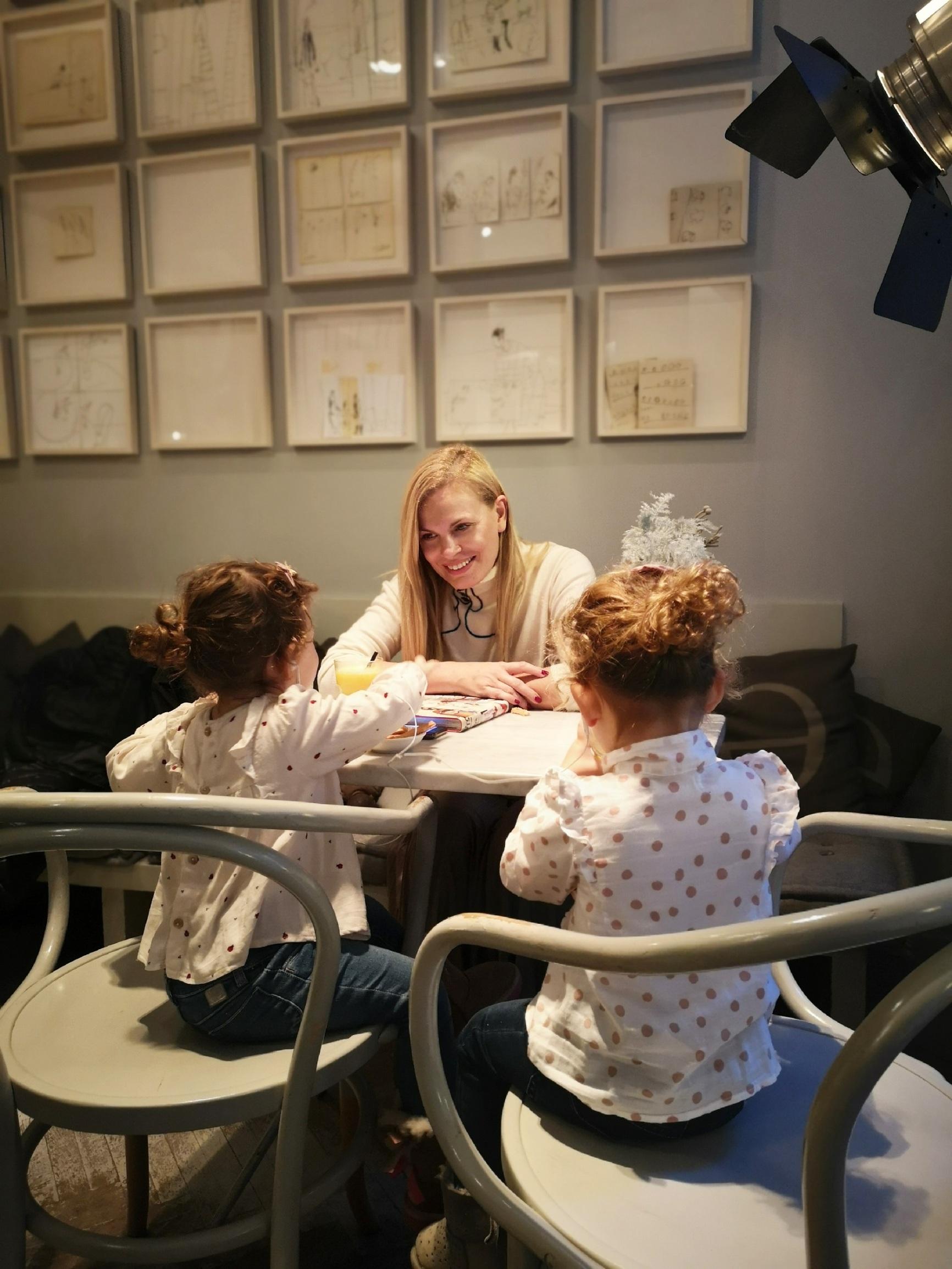 Nevena Rendeli i kćeri Mara i Lea