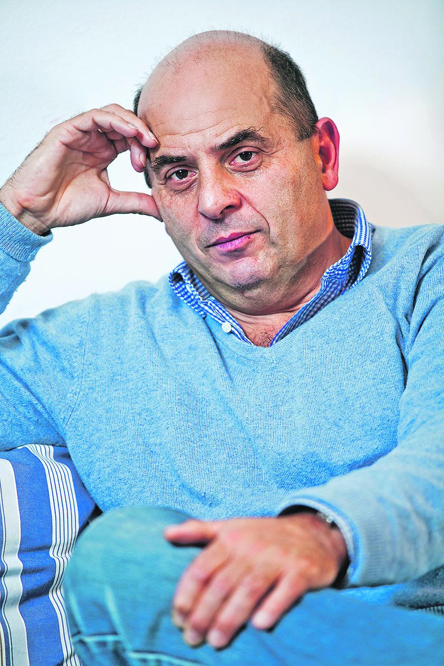 Zagreb, 131112. Povjesnicar Ivo Goldstein snimljen u svom stanu povodom izlaska nove knjige o povijesti Zagreba. Foto: Neja Markicevic / CROPIX