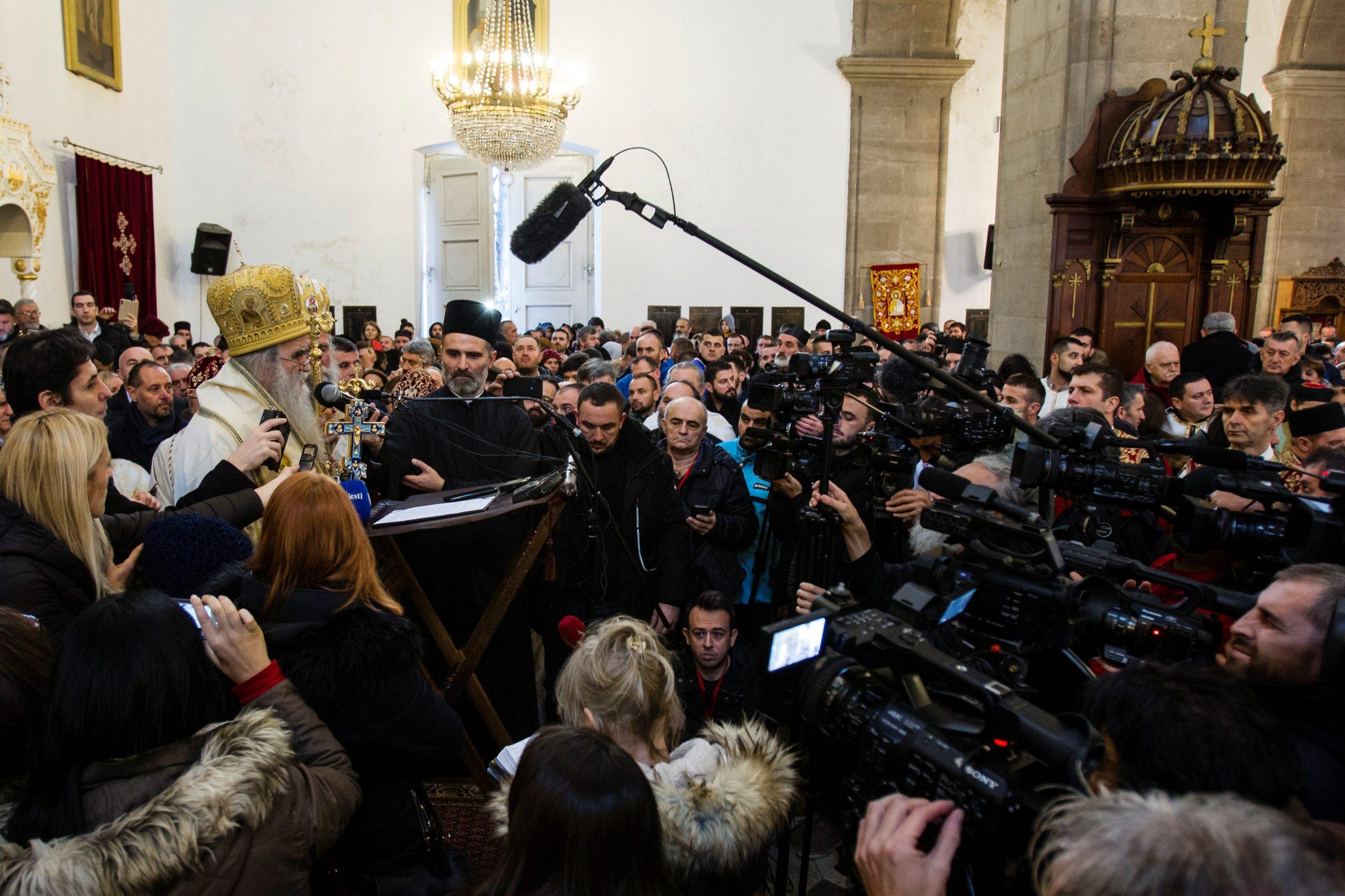 Mitropolita Srpske pravoslavne crkve u Crnoj Gori Amfilohija govori okupljenima protiv zakona o slobodi vjeroispovijesti