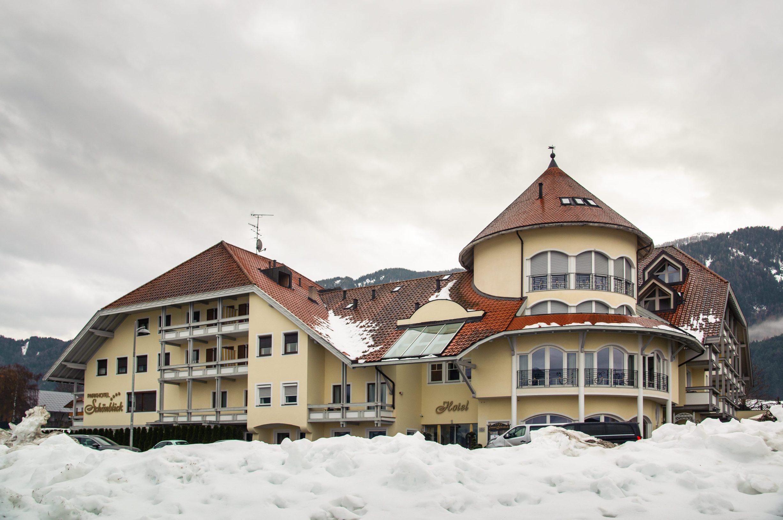 Kronplatz, Italija, 201219. Ski patrola - Kronplatz, skijaliste u juznom Tirolu sa 114 km povezanih skijaskih staza. Na fotografiji: hotel Schonblick u mjestu Riscone Foto: Tom Dubravec / CROPIX