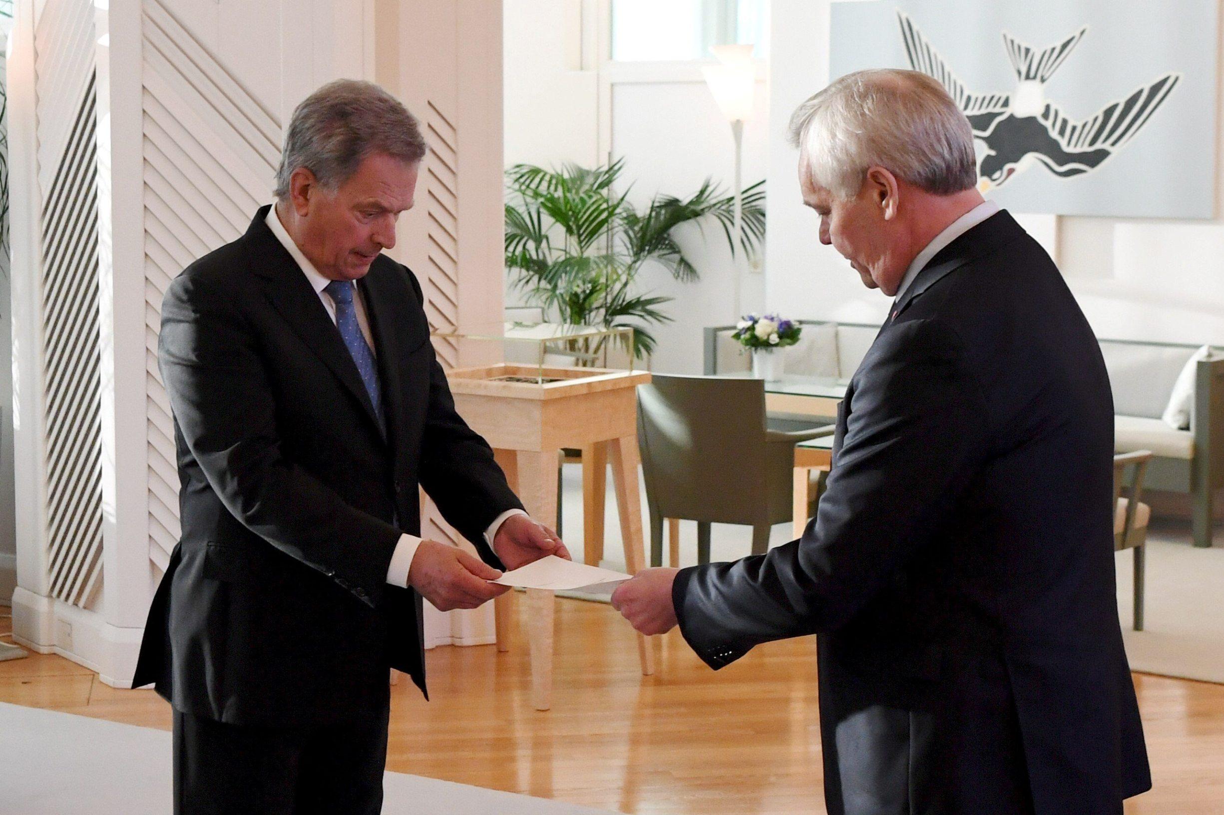 Premijer Finske Antti Rinne (desno), podnio je ostavku predsjedniku države zbog štrajka državnih službenika kompanije Posti