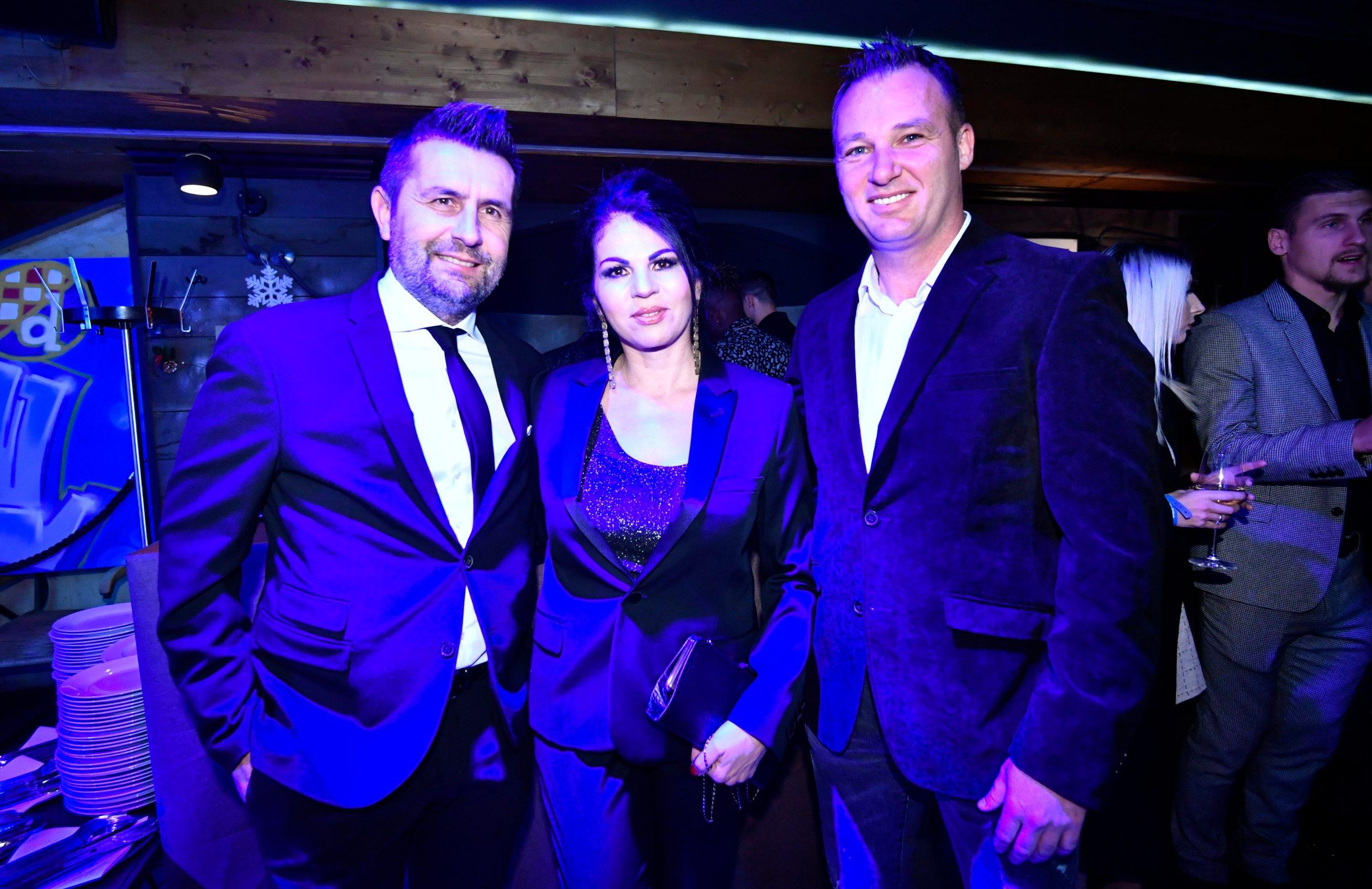 Nenad Bjelica sa suprugom i Nino Bule