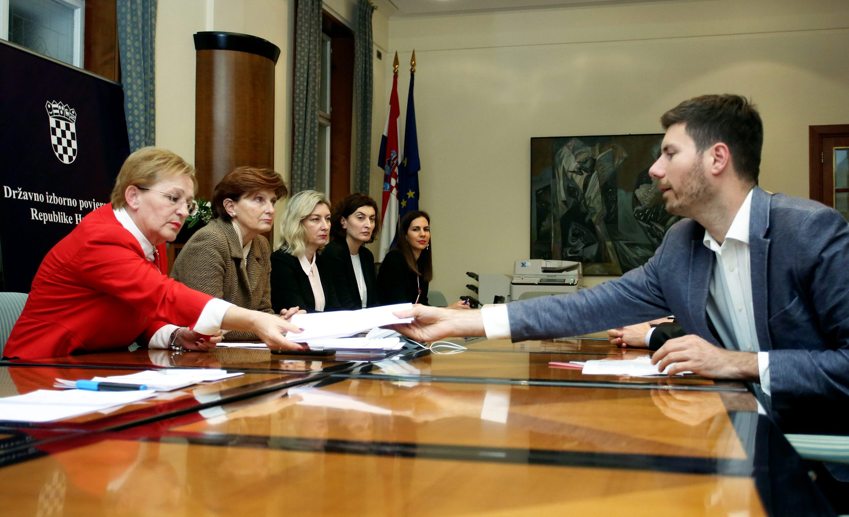 Zagreb, 031219. Sabor RH.  Ivan Pernar predao je potpise u Saboru za kandidaturu za predsjednicke izbore. Na fotografiji:  Ivan Pernar. Foto: Damjan Tadic / CROPIX