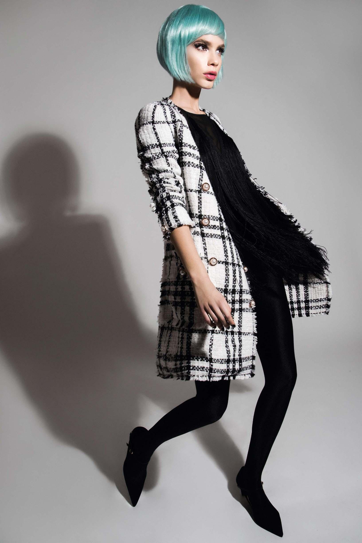 Sako-haljina od buklea 3000 kn ELFS; Haljina s resama 1310 kn LIU•JO; Cipele Fratelli Rossetti 3590 kn KARLA