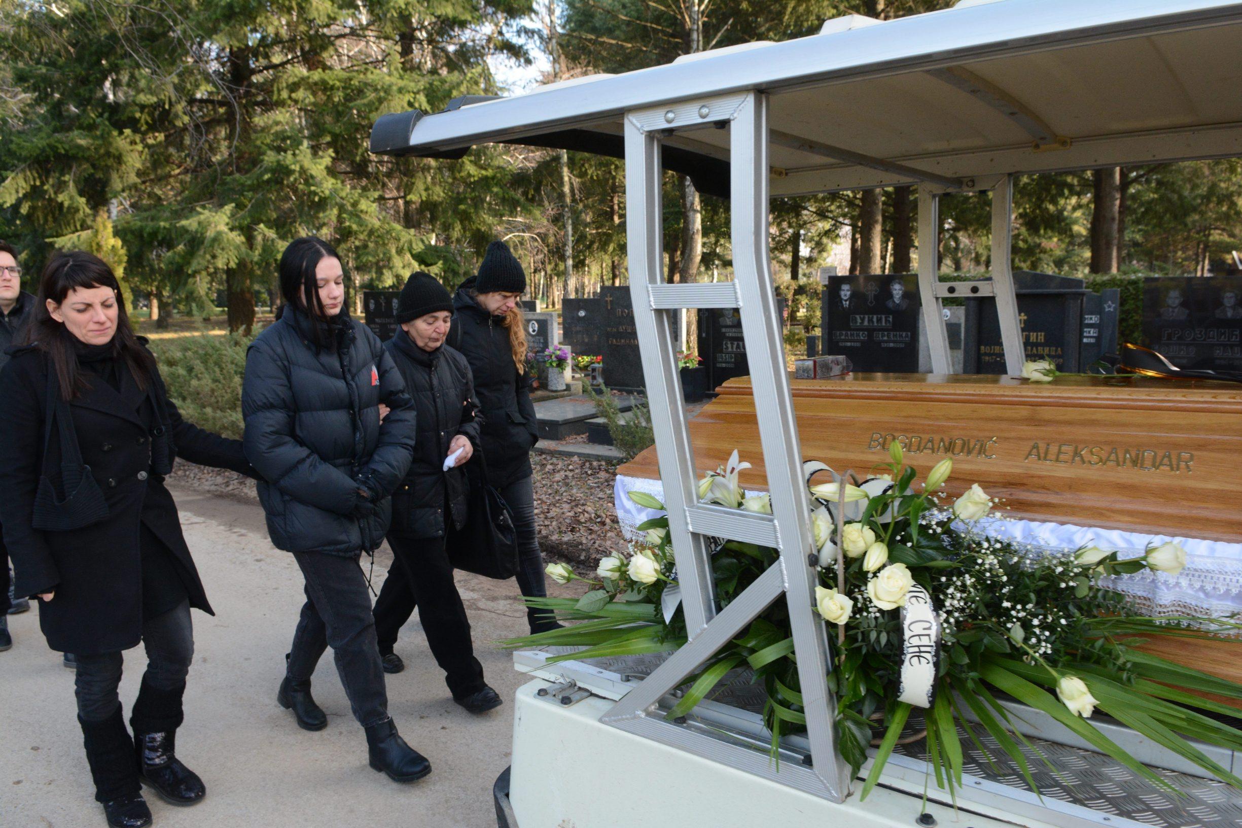 Novi Sad, 301219. Novo groblje. Pogreb tragicno preminulog osjeckog glumca Aleksandra Bogdanovica. Foto: Dragutin Savic / CROPIX