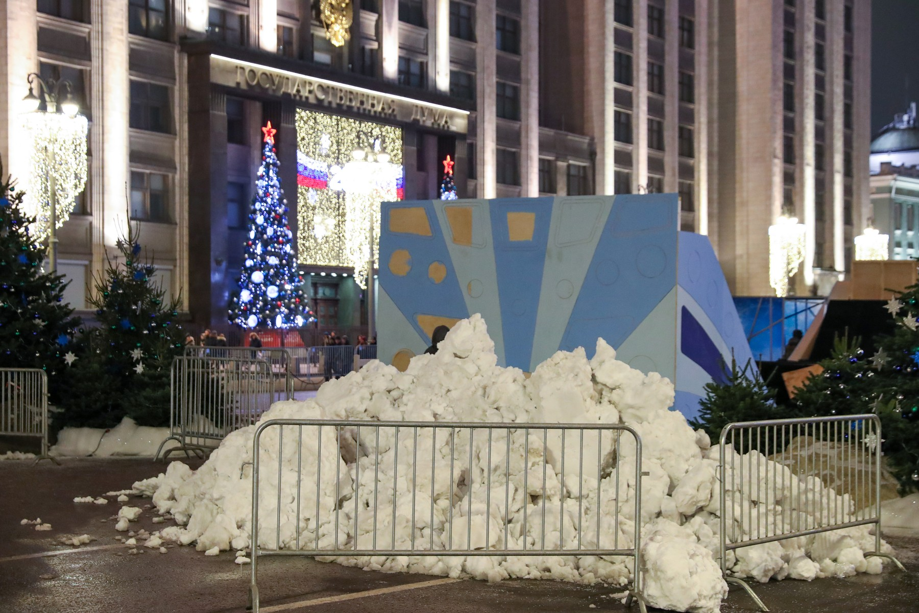 MOSCOW, RUSSIA - DECEMBER 29, 2019: Artificial snow in Tverskaya Street. Vyacheslav Prokofyev/TASS, Image: 490264820, License: Rights-managed, Restrictions: , Model Release: no, Credit line: Vyacheslav Prokofyev / TASS / Profimedia