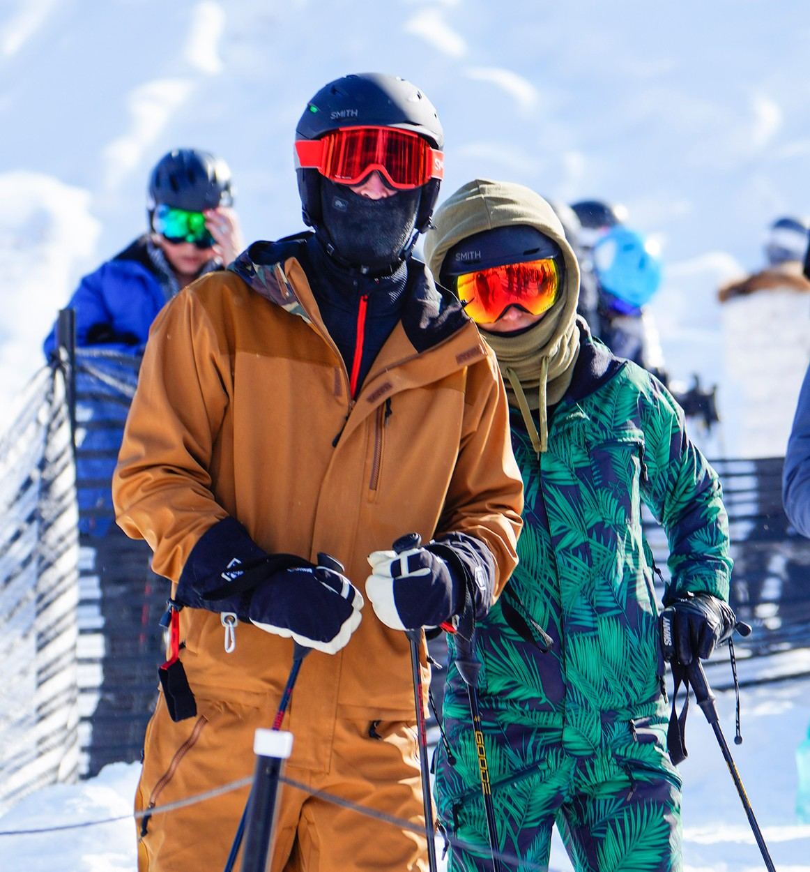 12/29/2019 EXCLUSIVE: Kate Hudson and Danny Fujikawa hit the slopes in Aspen, Colorado. The couple wore matching black helmets and goggles with Kate sporting a patterned ski suit while Danny opted for a solid brown outfit., Image: 490292884, License: Rights-managed, Restrictions: Exclusive NO usage without agreed price and terms. Please contact sales@theimagedirect.com, Model Release: no, Credit line: TheImageDirect.com / The Image Direct / Profimedia