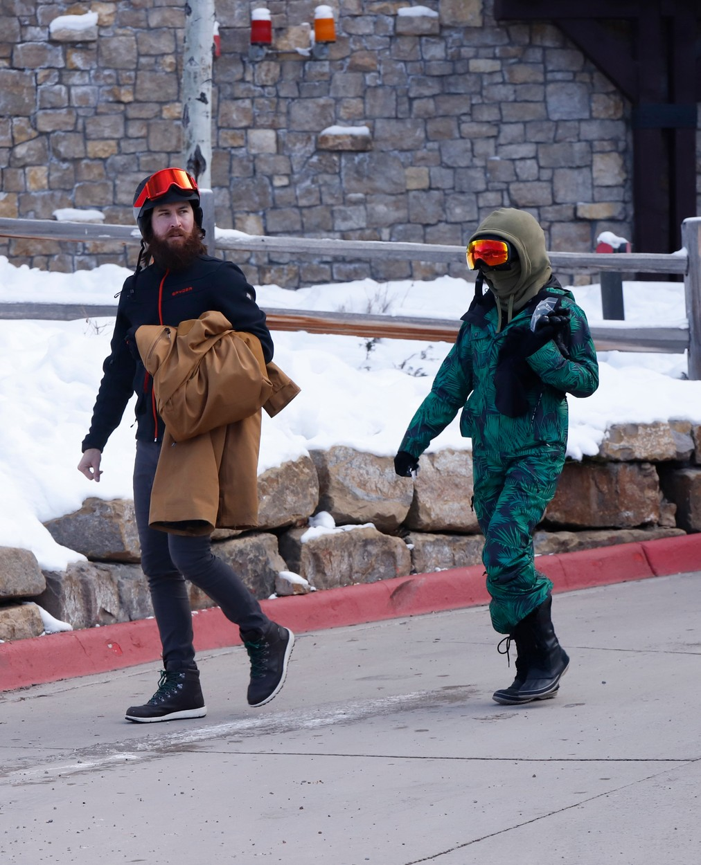 12/29/2019 EXCLUSIVE: Kate Hudson and Danny Fujikawa hit the slopes in Aspen, Colorado. The couple wore matching black helmets and goggles with Kate sporting a patterned ski suit while Danny opted for a solid brown outfit., Image: 490300487, License: Rights-managed, Restrictions: Exclusive NO usage without agreed price and terms. Please contact sales@theimagedirect.com, Model Release: no, Credit line: TheImageDirect.com / The Image Direct / Profimedia