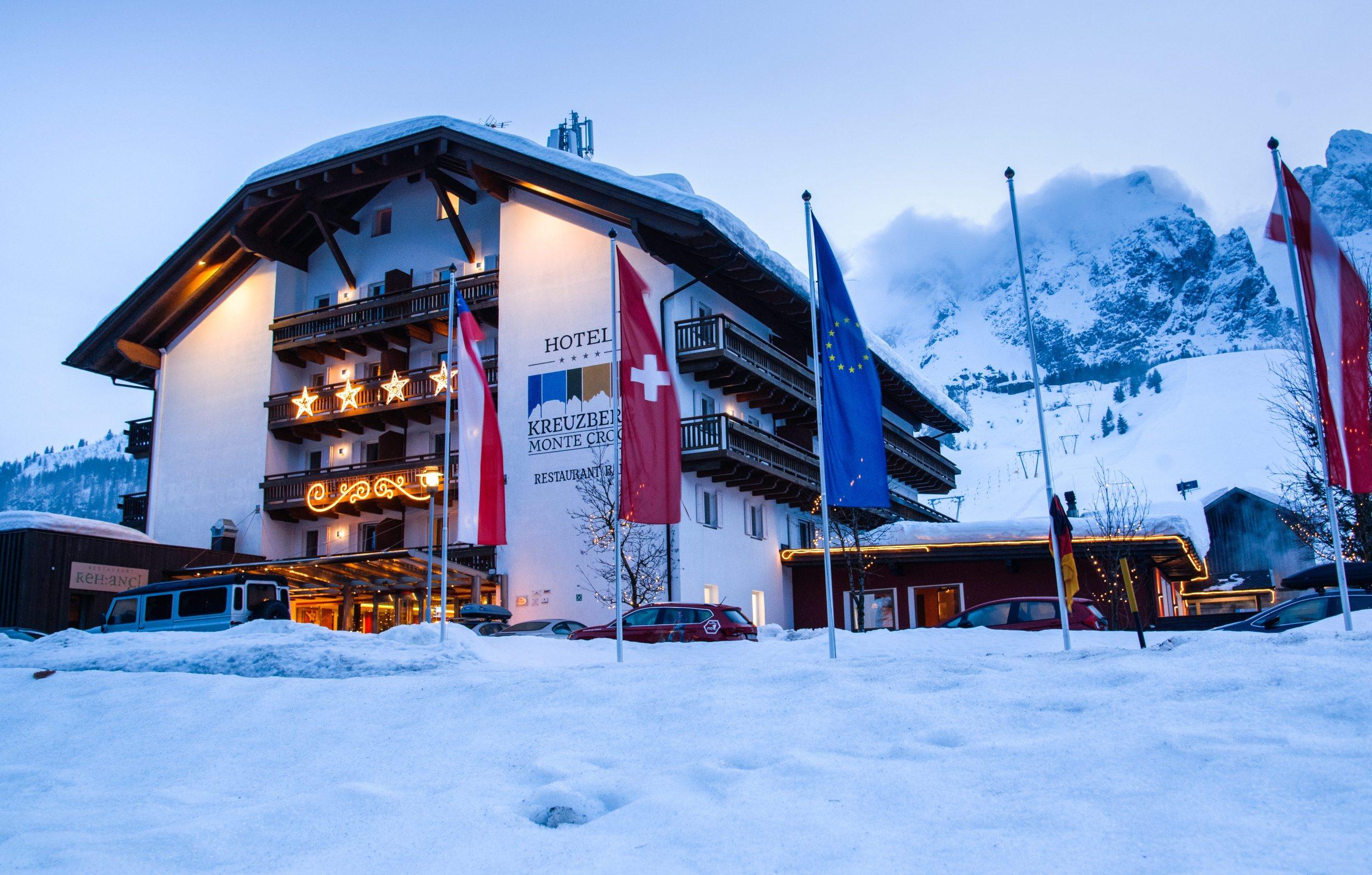 Sexten, Italija, 171219 Ski patrola Jutarnjeg lista. Skijaliste Sexten iz sustava Dolomiti Superski u juznom Tirolu sa 100 km povezanih staza. Na fotografiji: hotel Kreuzberg na prijevoju Monte Crocce Foto: Tom Dubravec/ CROPIX
