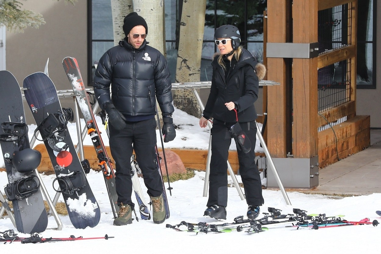 Aspen, CO  - They still make each other laugh! Gwyneth Paltrow and ex Chris Martin enjoying another ski day with their son in Aspen. The former couple spent another day on the slopes and could be seen cracking each other up as they headed towards the lift.  *UK Clients - Pictures Containing Children Please Pixelate Face Prior To Publication*, Image: 489599375, License: Rights-managed, Restrictions: , Model Release: no, Credit line: NGRE / BACKGRID / Backgrid USA / Profimedia