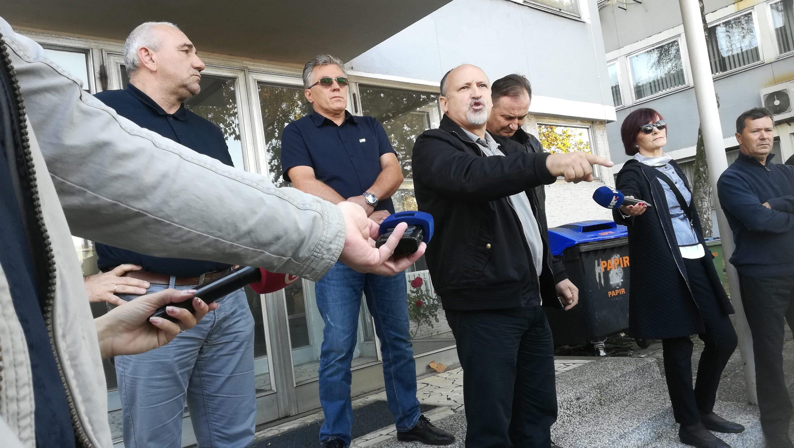 Slavonski Brod, 241019. Strajk oko 700 radnika 3 tvrtke grupacije Djuro Djakovic, Specijalna vozila, Industrijska postrojenja i Grupa. Foto: Danijel Soldo / CROPIX