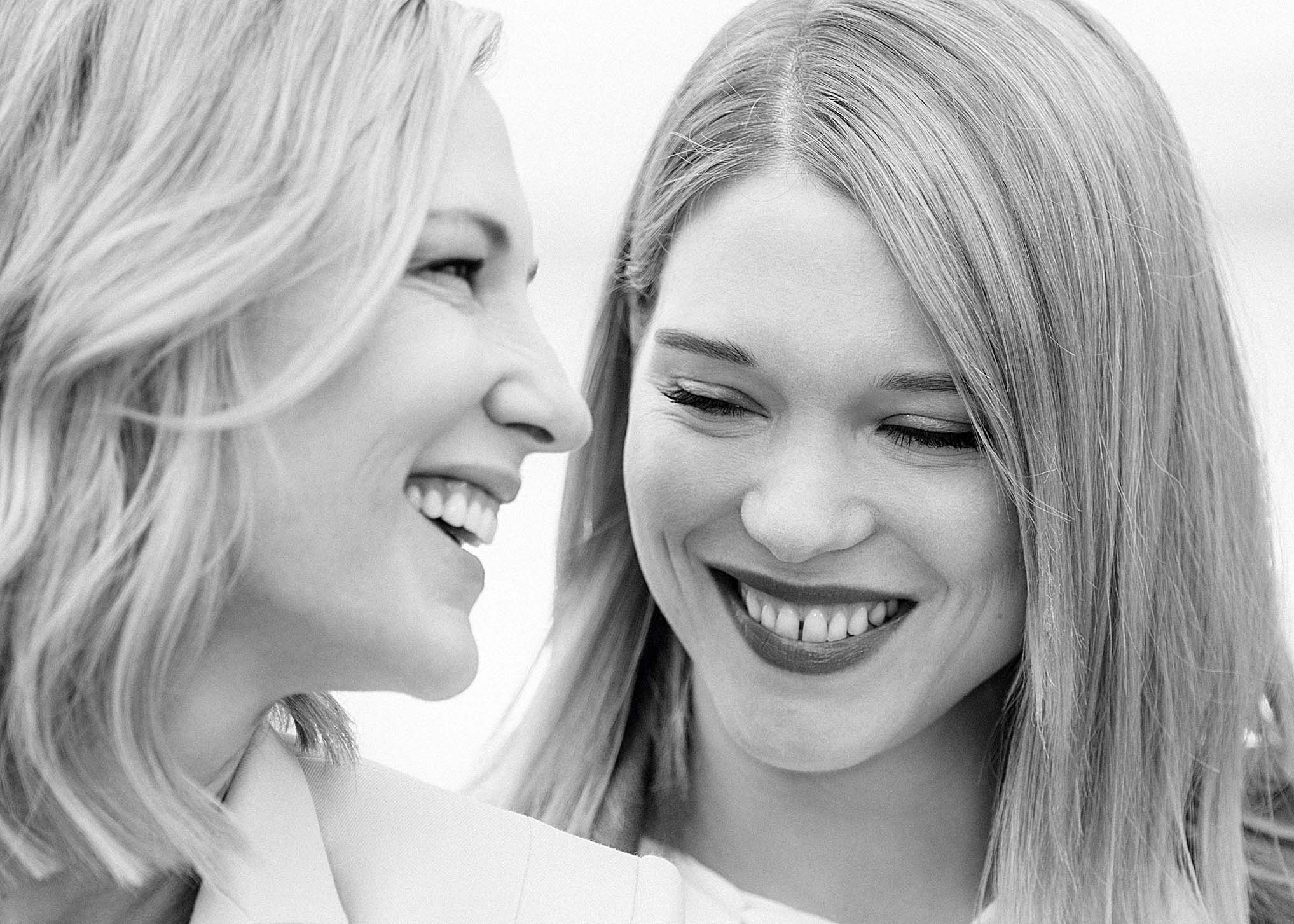 CANNES, FRANCE - MAY 08: (EDITORS NOTE: Image has been digitally retouched) (L-R) Jury president Cate Blanchett and jury member Lea Seydoux attend the photocall for Jury during the 71st annual Cannes Film Festival at Palais des Festivals on May 8, 2018 in Cannes, France.  (Photo by Gareth Cattermole/Getty Images)