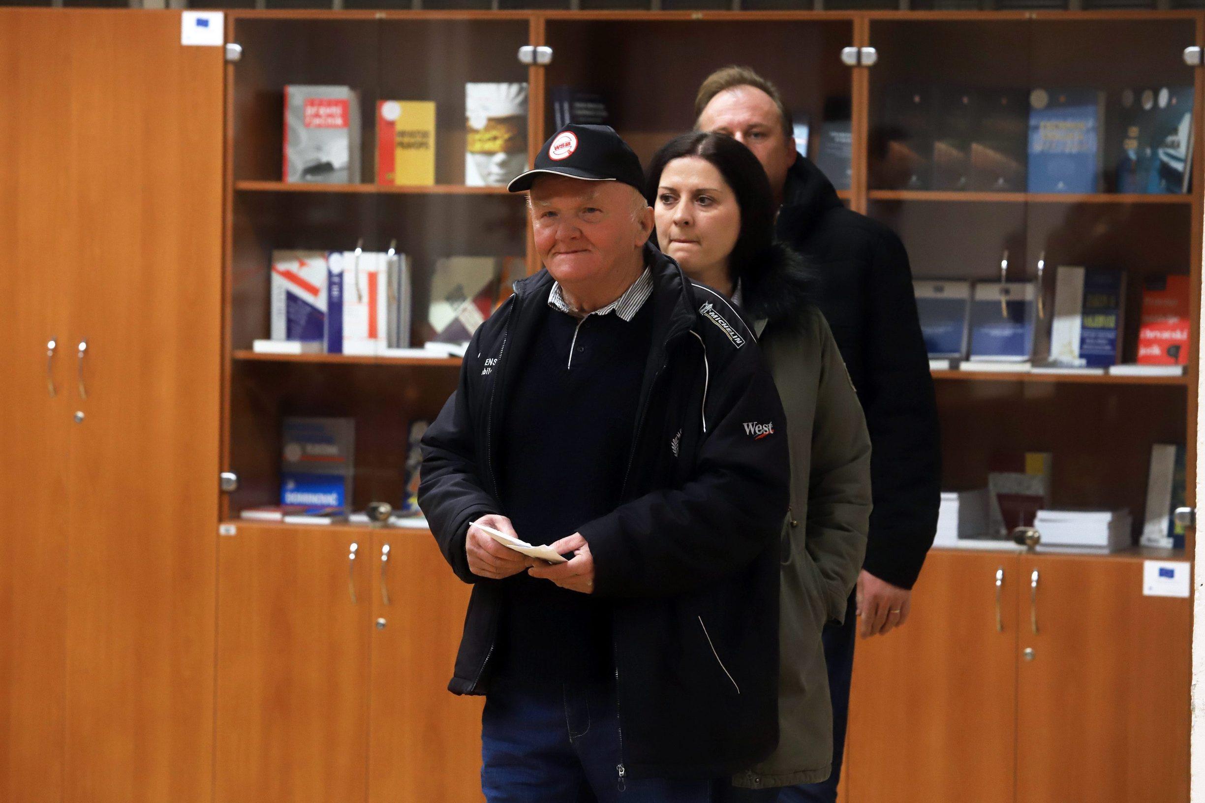 Varazdin, 051219. Na Zupanijskom sudu u Varazdinu nastavljeno je sudjenje Smiljani Srnec za ubojstvo sestre Jasmine Dominic. Na fotografiji: svjedoci na sudjenju. Foto: Zeljko Hajdinjak / CROPIX