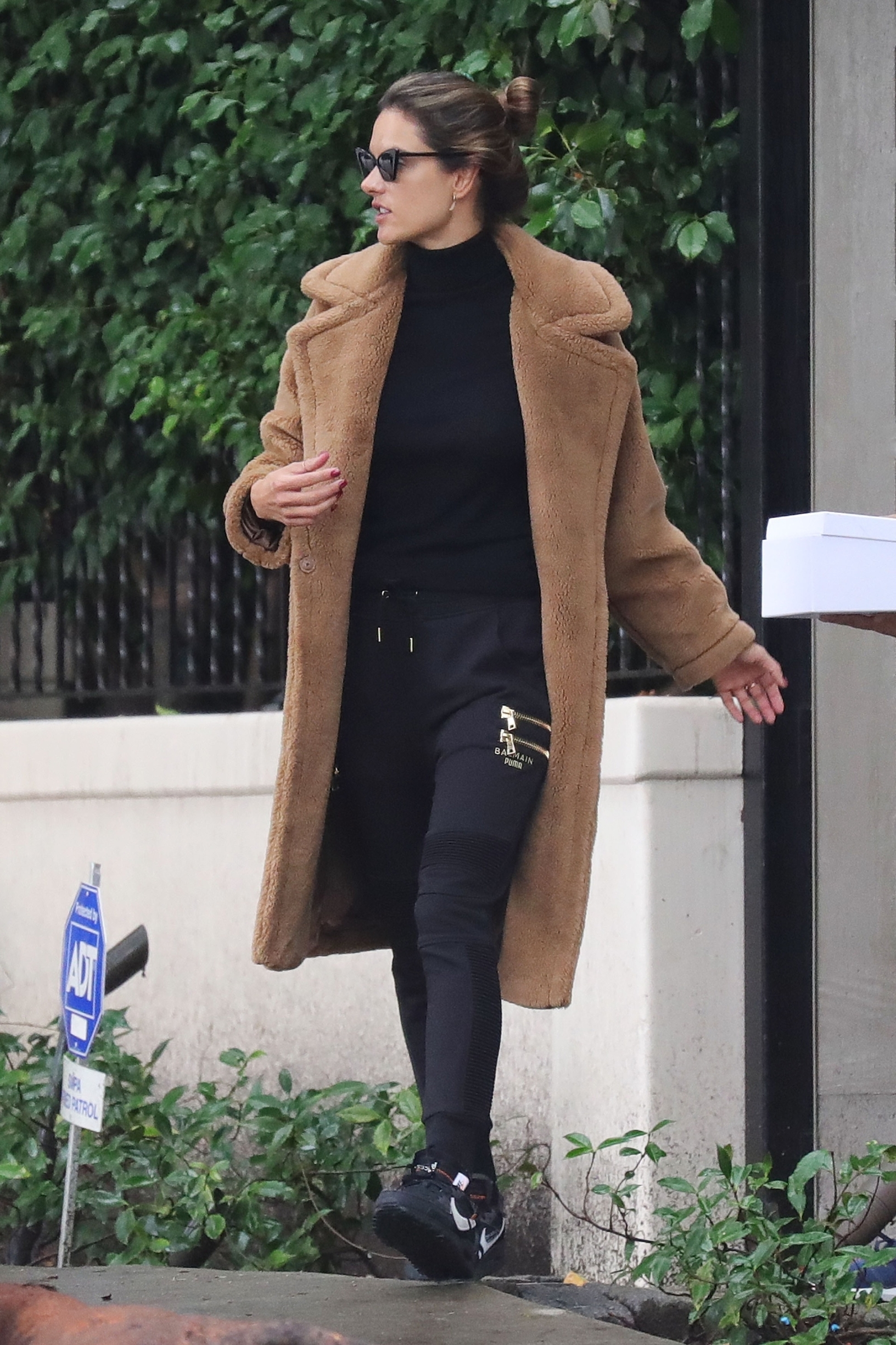 Brentwood, CA  - All dressed for winter, Alessandra Ambrosio walks to her waiting SUV to head to LAX.  Alessandra stays outfitted  BACKGRID USA 4 DECEMBER 2019, Image: 486389313, License: Rights-managed, Restrictions: , Model Release: no, Credit line: BACKGRID / BACKGRID / Backgrid USA / Profimedia