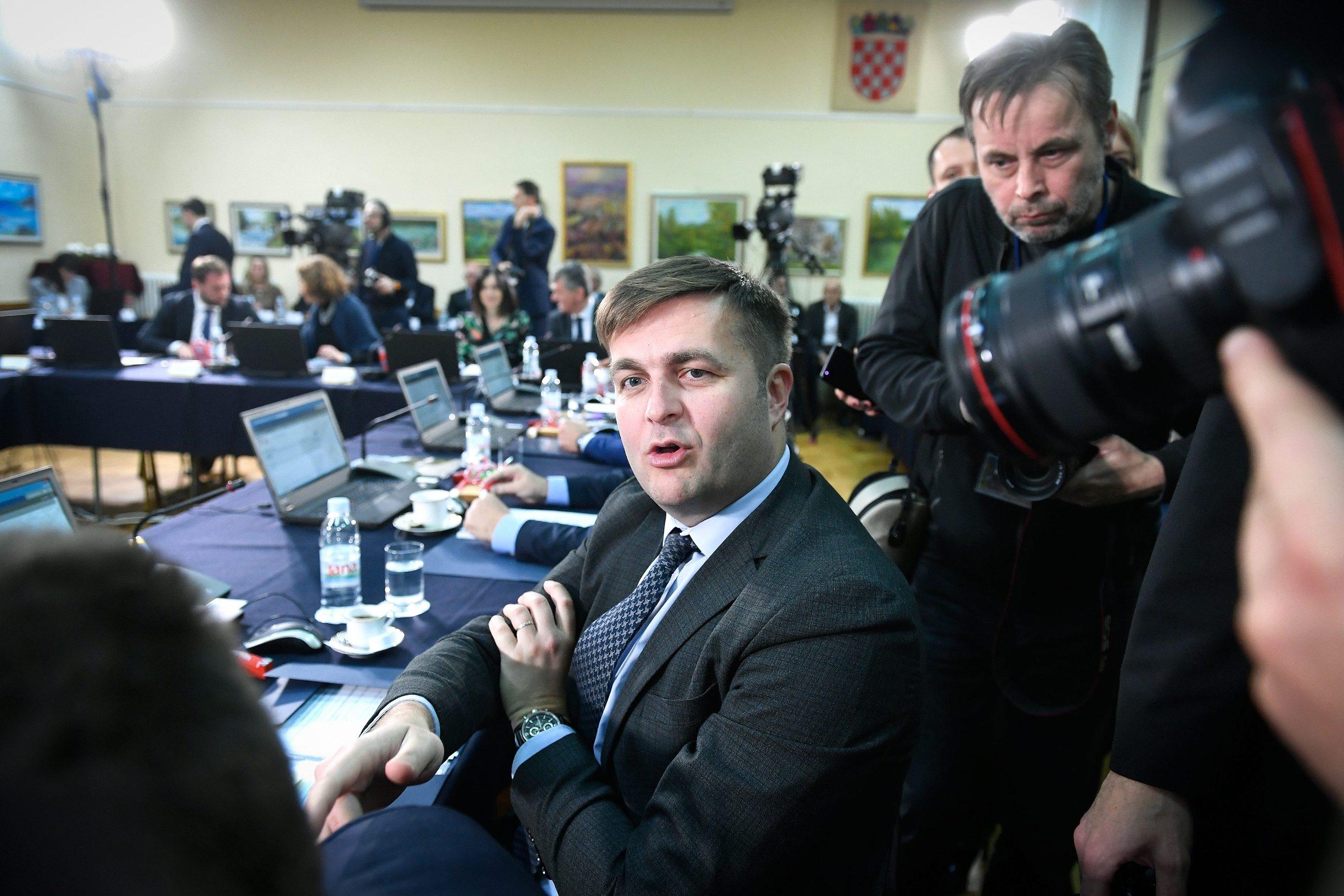 Krapina, 061219.  Otvoreno uciliste. Redovita sjednica Vlade. Na fotografiji: Tomislav Coric, ministar zastite okolisa i energetike. Foto: Goran Mehkek / CROPIX