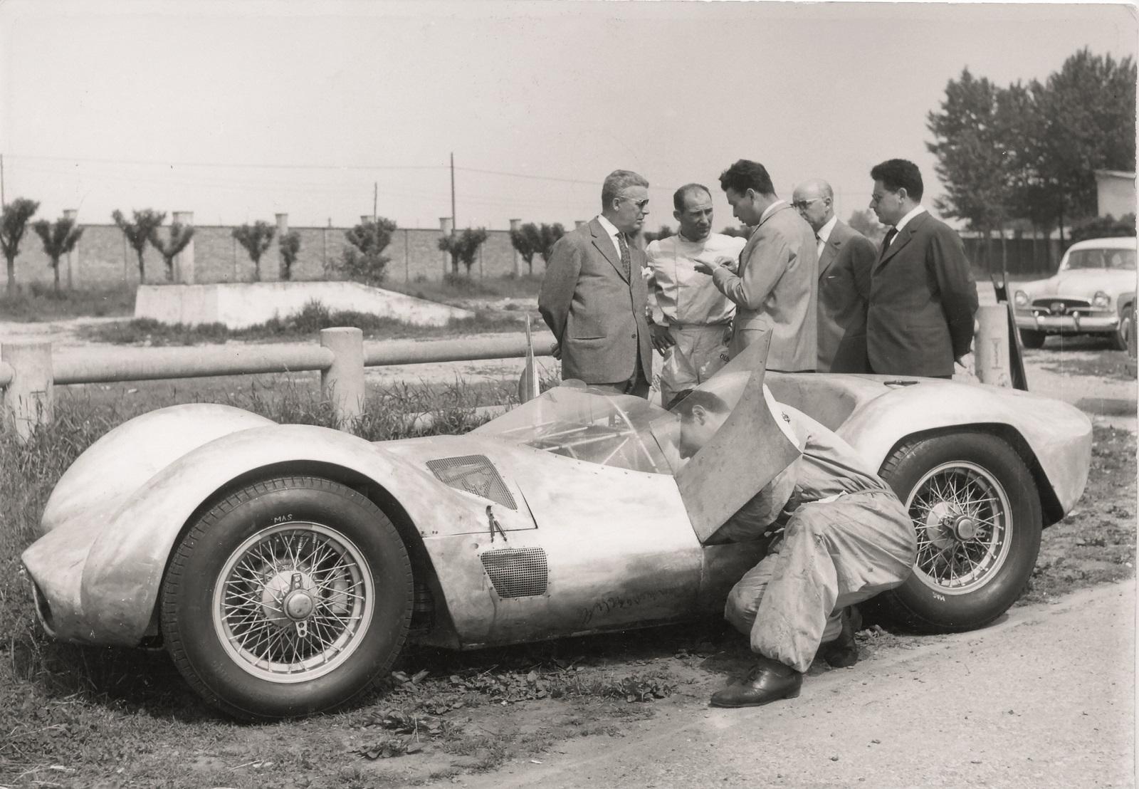 Tipo 60 (Bird Cage) Prove di sviluppo della vettura con il pilota Stirling Moss all'Aeroautodromo di Modena.